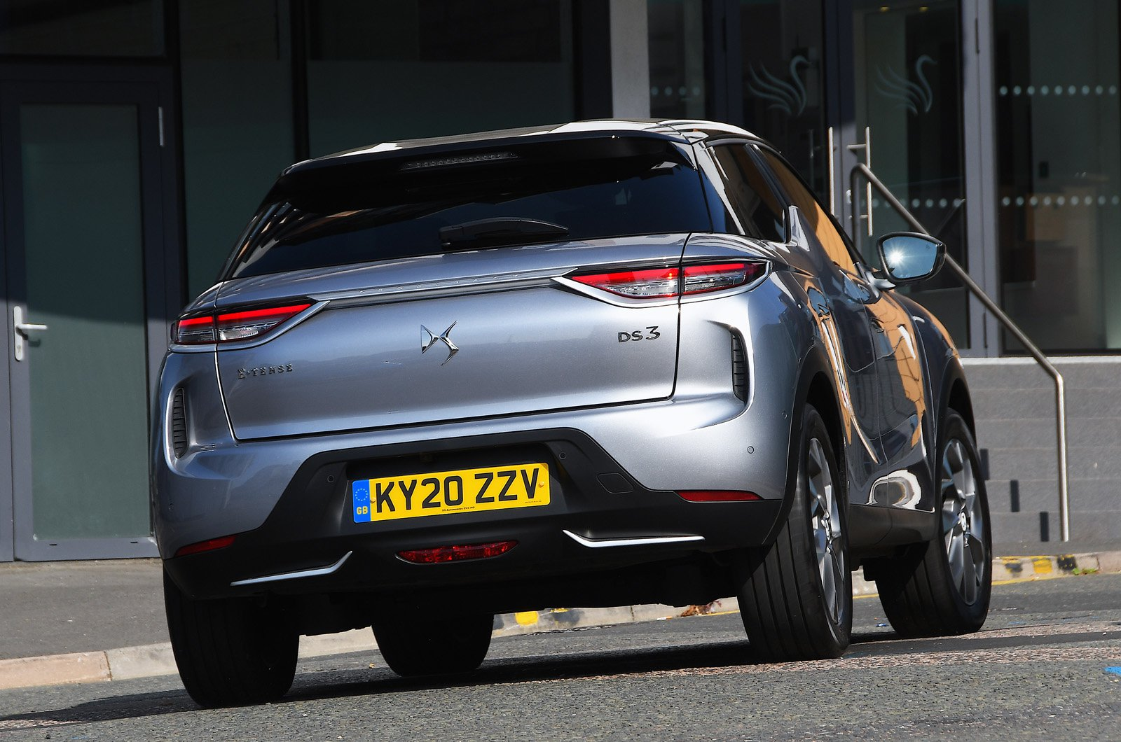 DS 3 Crossback E-Tense tail