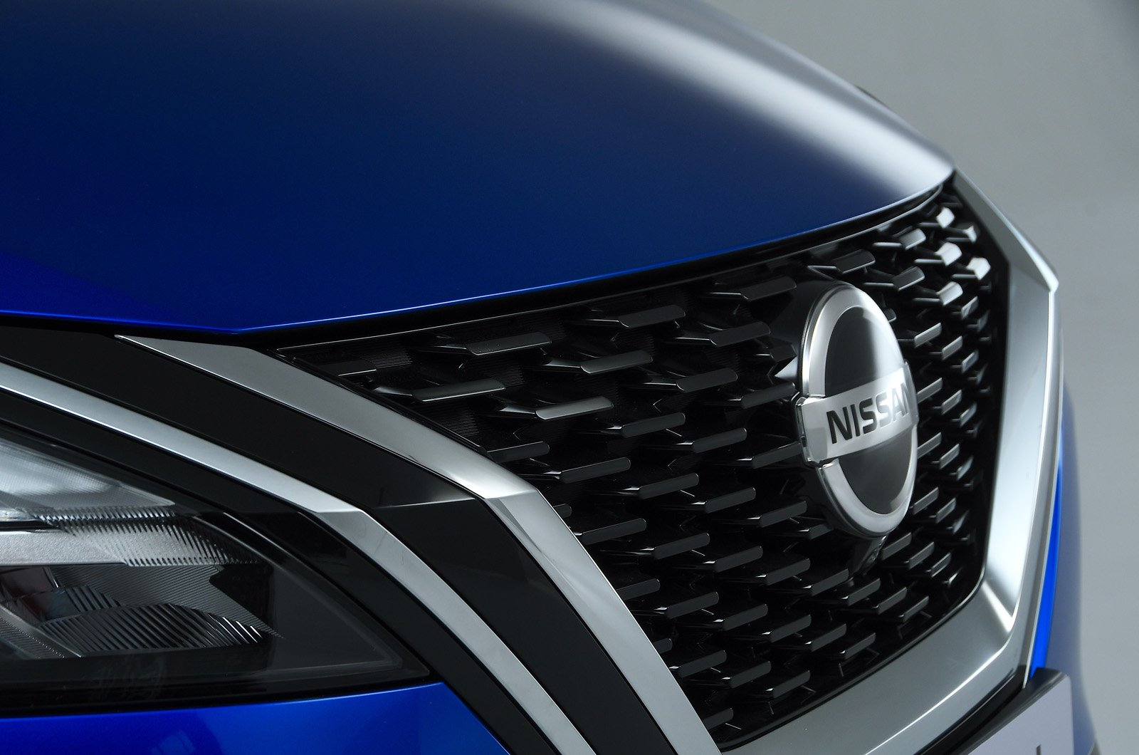 Nissan Qashqai 2021 front grille