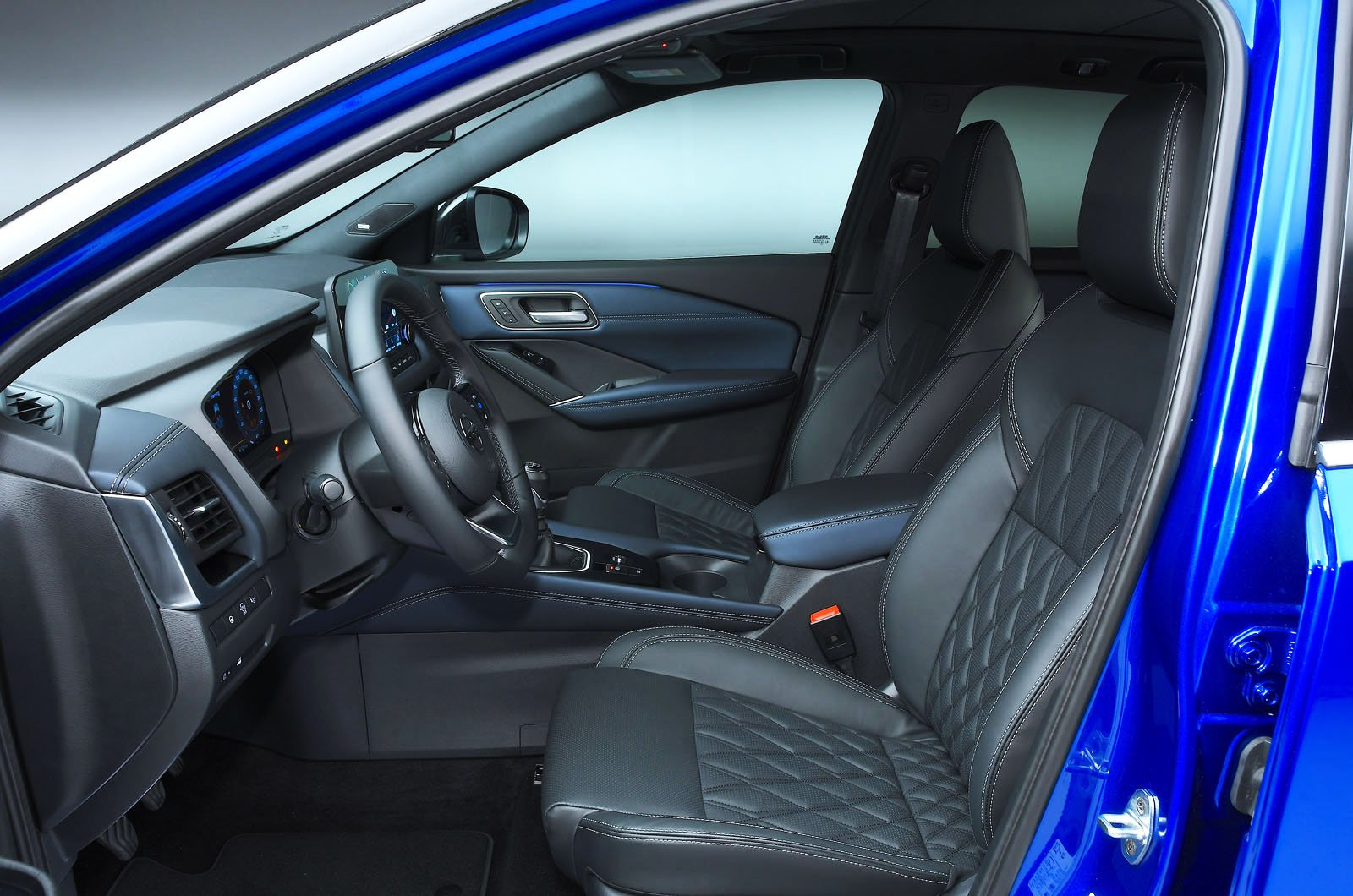 Nissan Qashqai 2021 front seats
