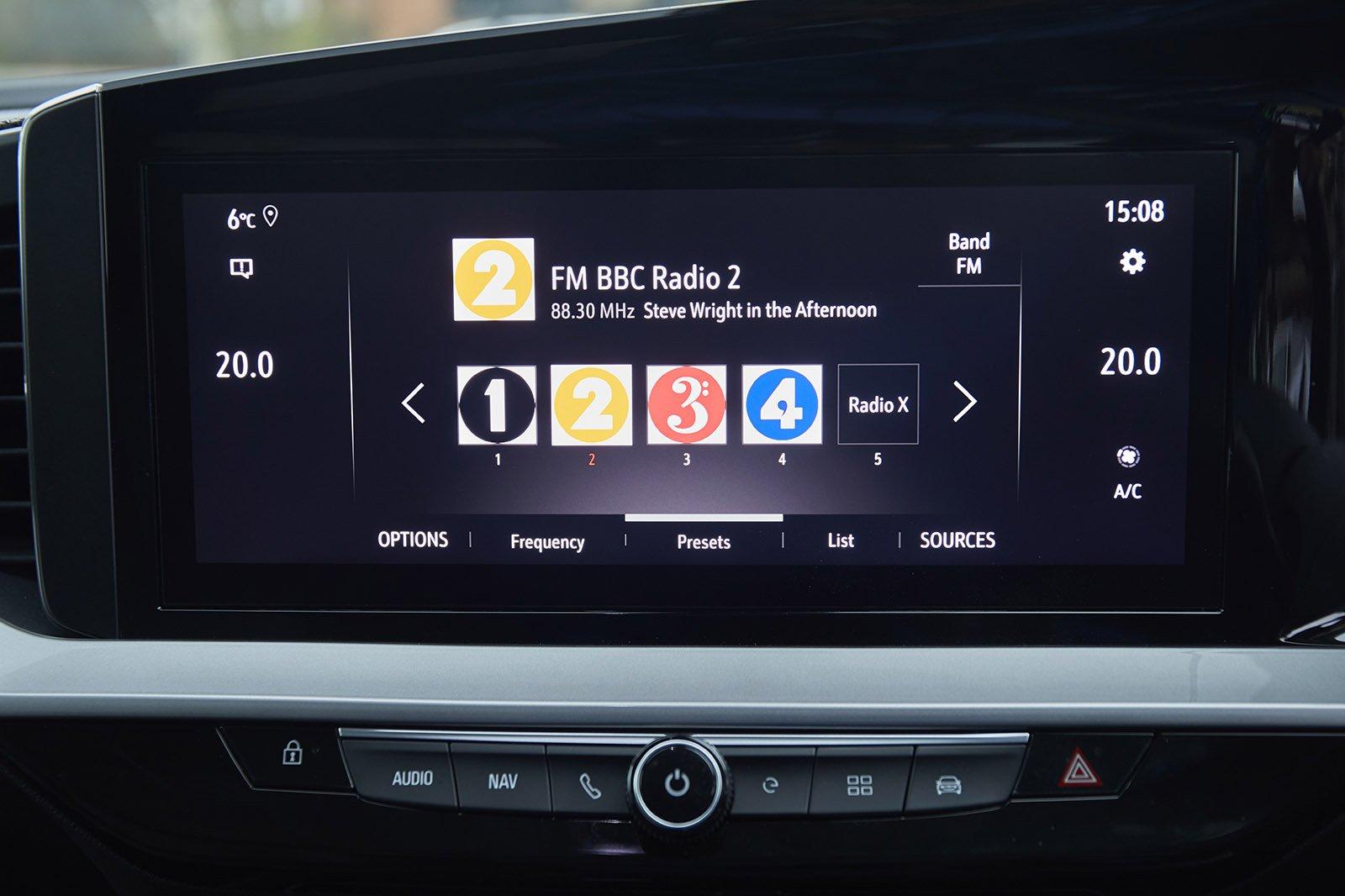 Vauxhall Mokka-e 2021 RHD infotainment