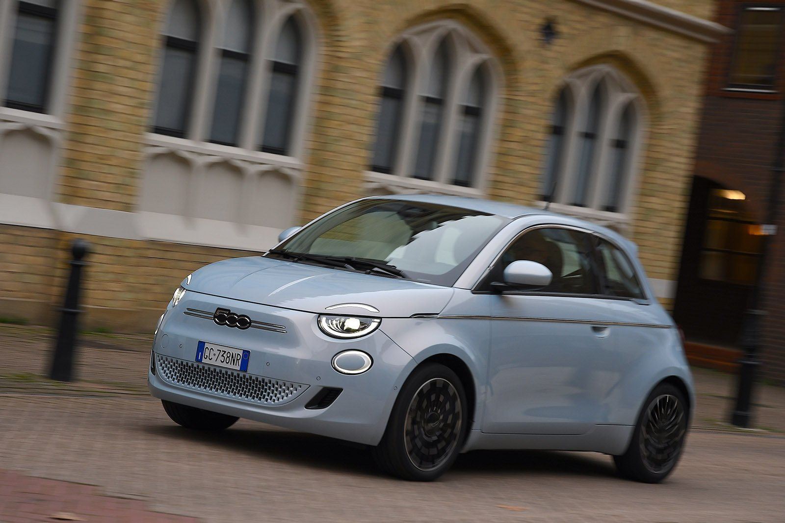 Fiat 500 2021 LHD wide front tracking
