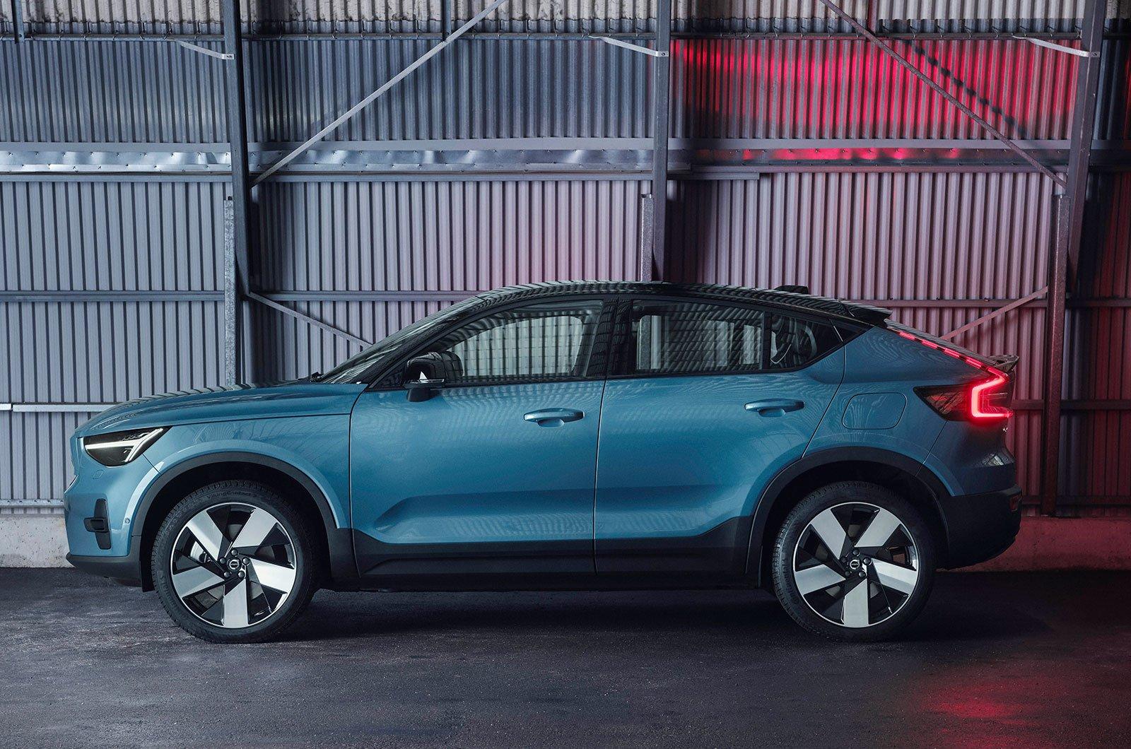 2022 Volvo C40 side
