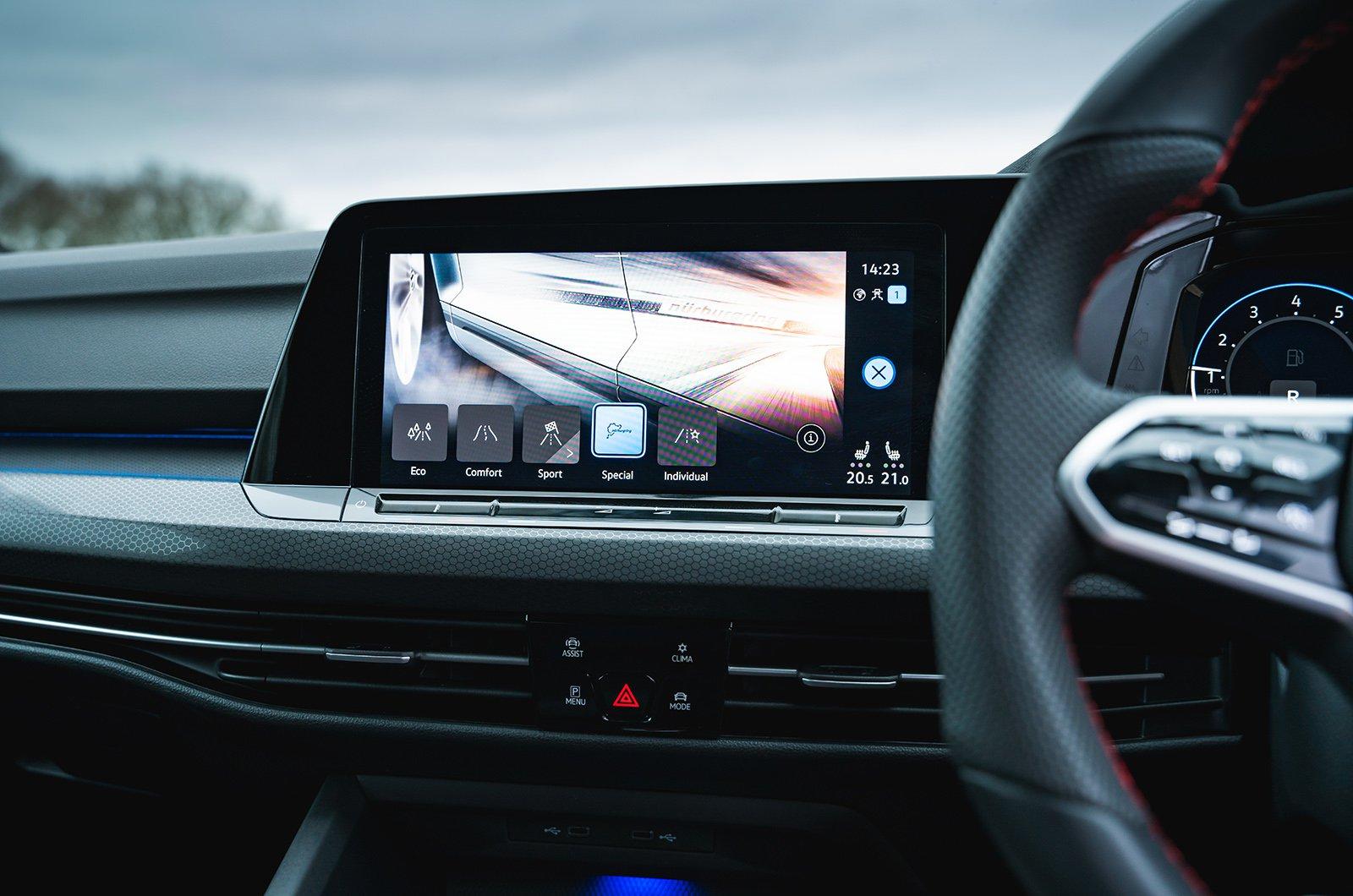 Volkswagen Golf GTI Clubsport infotainment