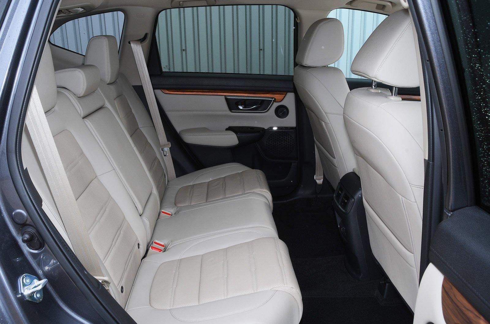 Honda CR-V 2021 rear seats