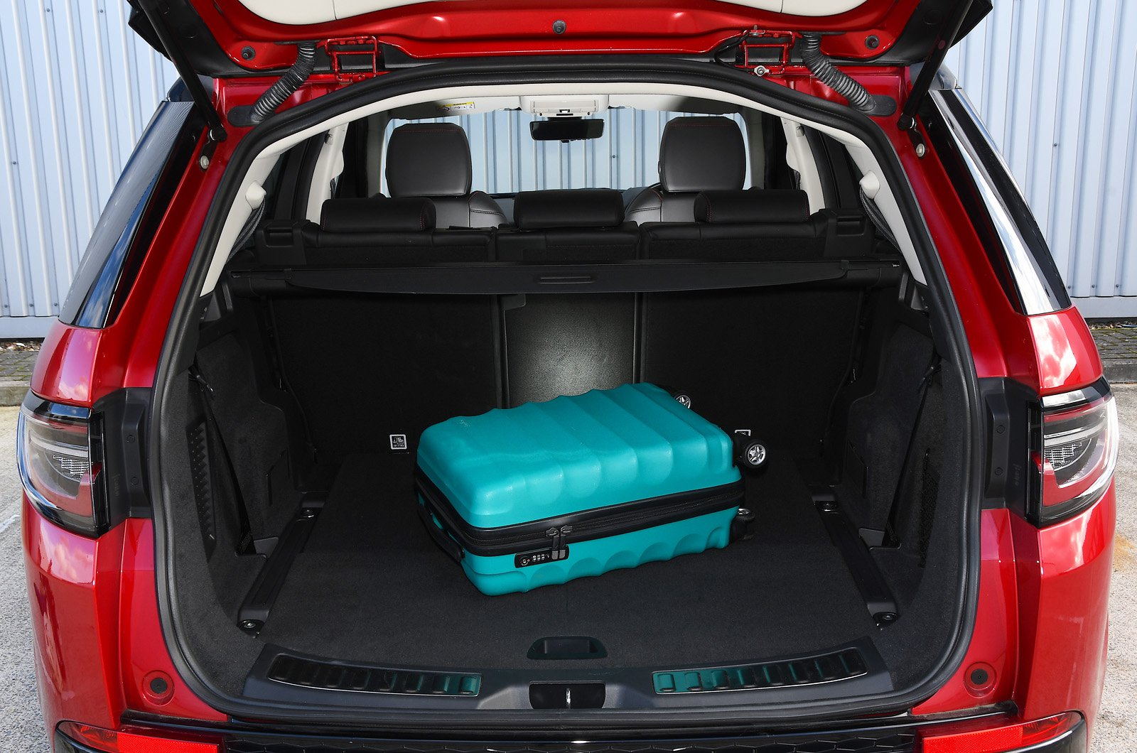 Land Rover Discovery Sport 2021 boot