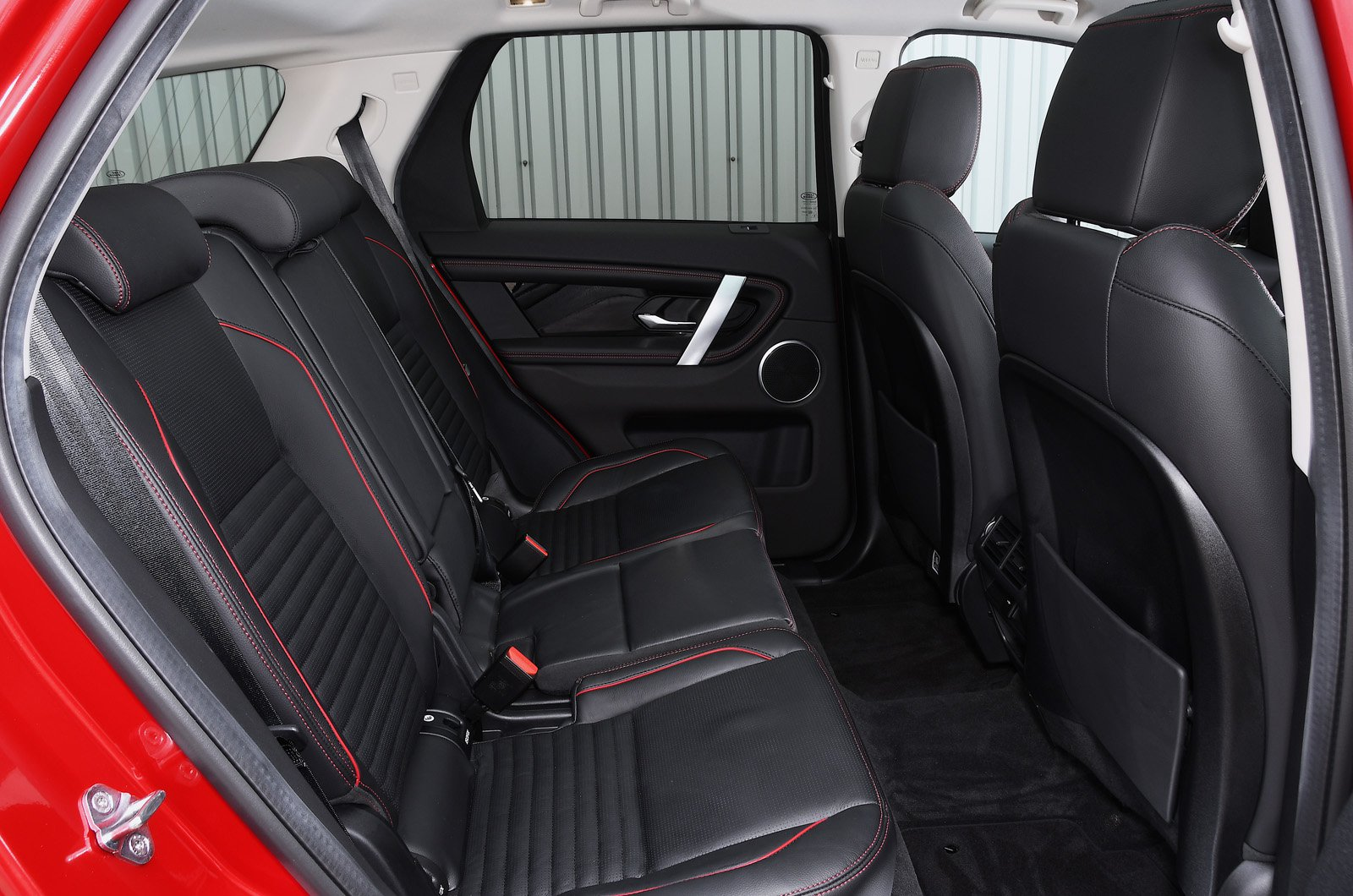 Land Rover Discovery Sport 2021 rear seats