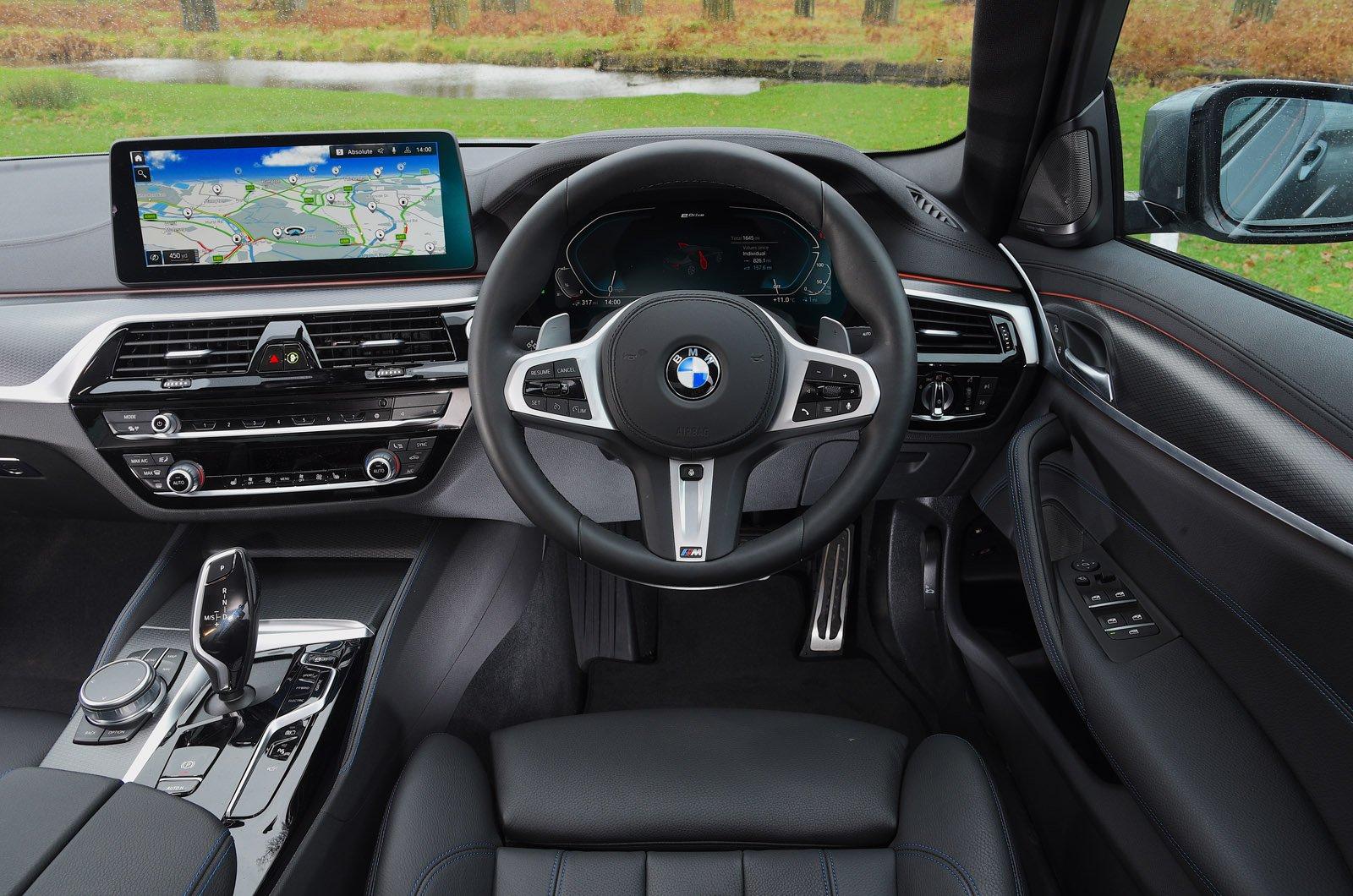 LT BMW 530e dashboard