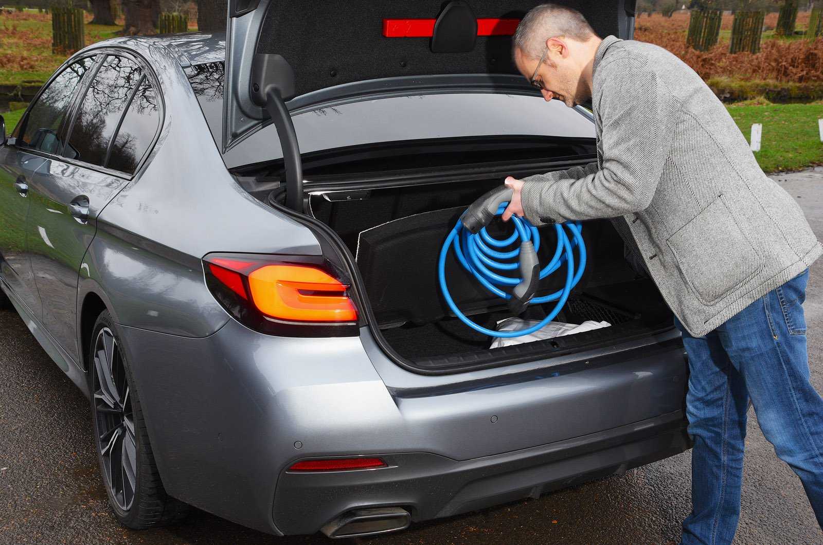 LT BMW 530e removing charging cable from boot