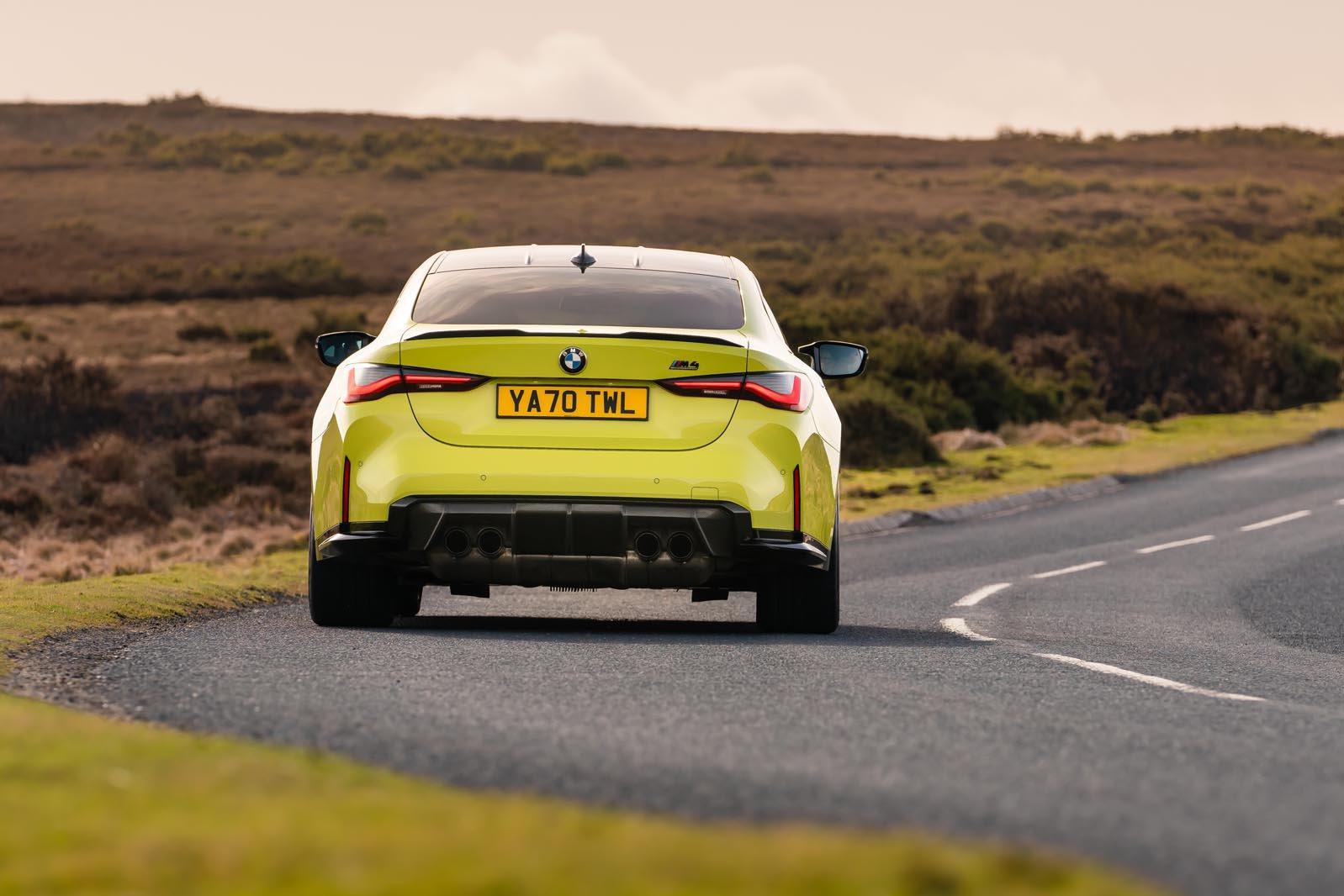 BMW M4 2021 rear tracking