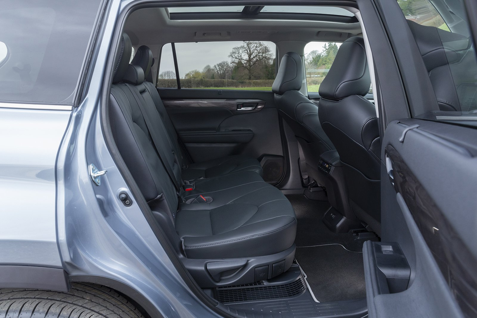 Toyota Highlander 2021 rear seats