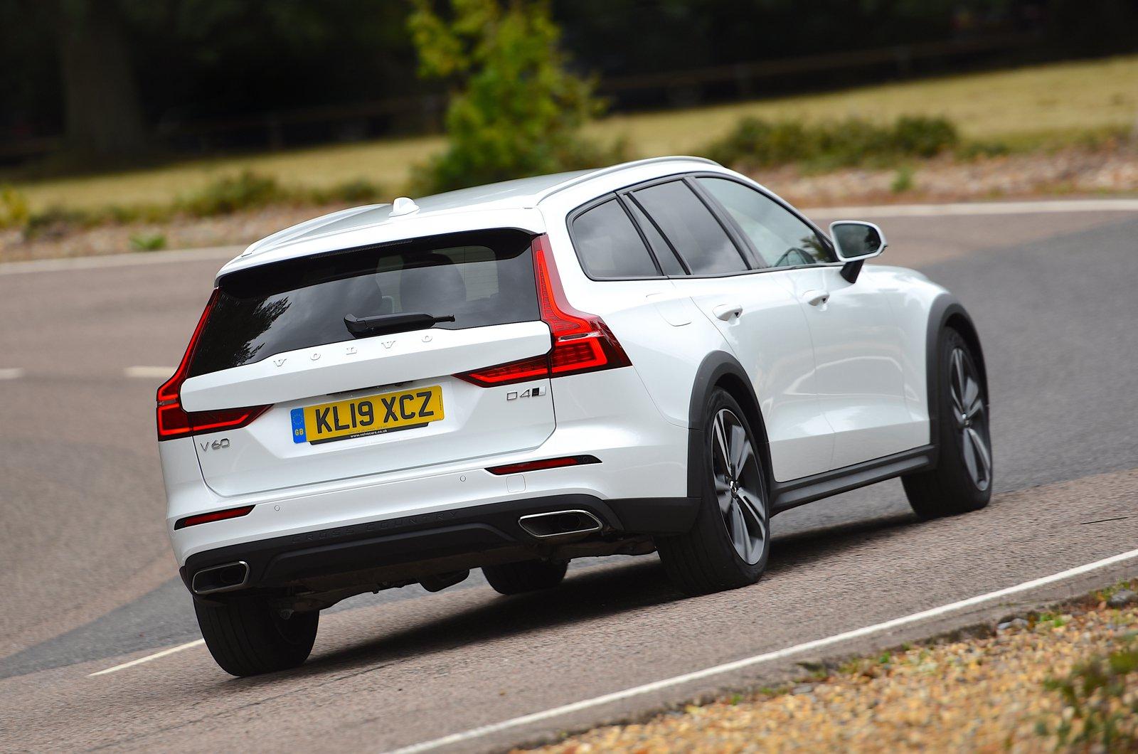 Volvo V60 Cross Country rear cornering