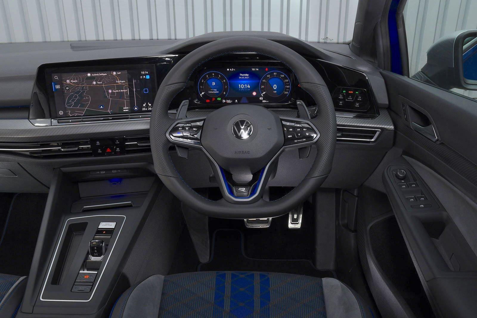 Volkswagen Golf R 2021 dashboard