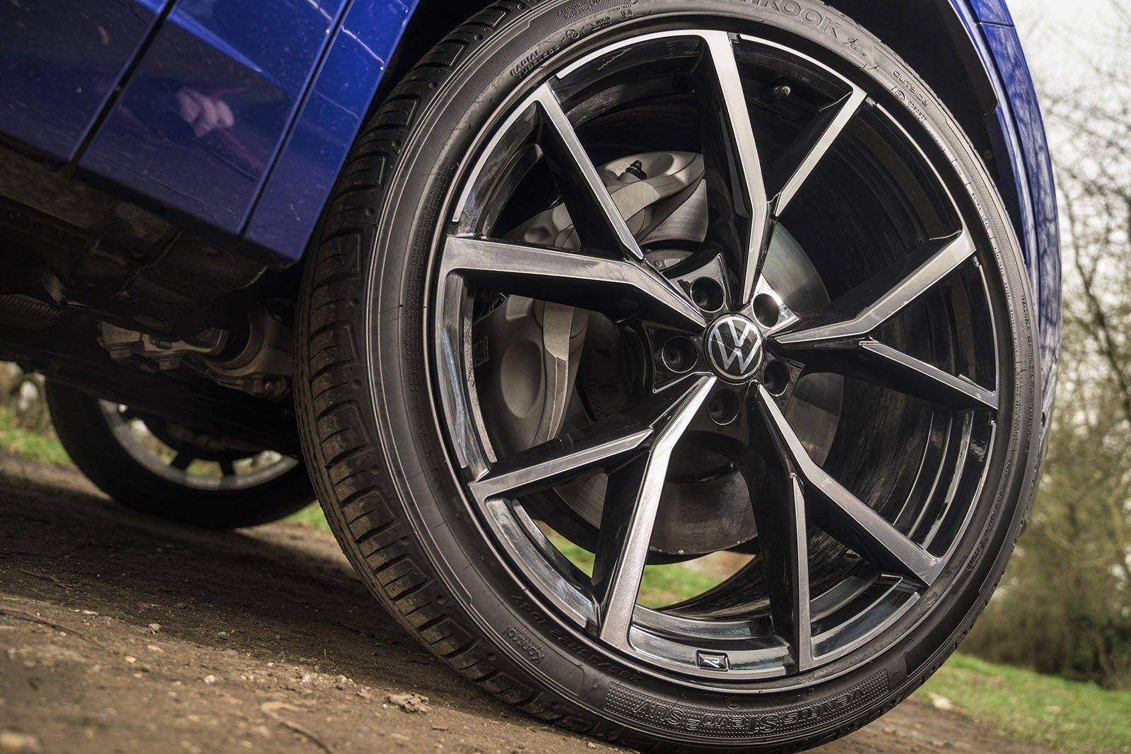 Volkswagen Touareg R 2021 wheel detail