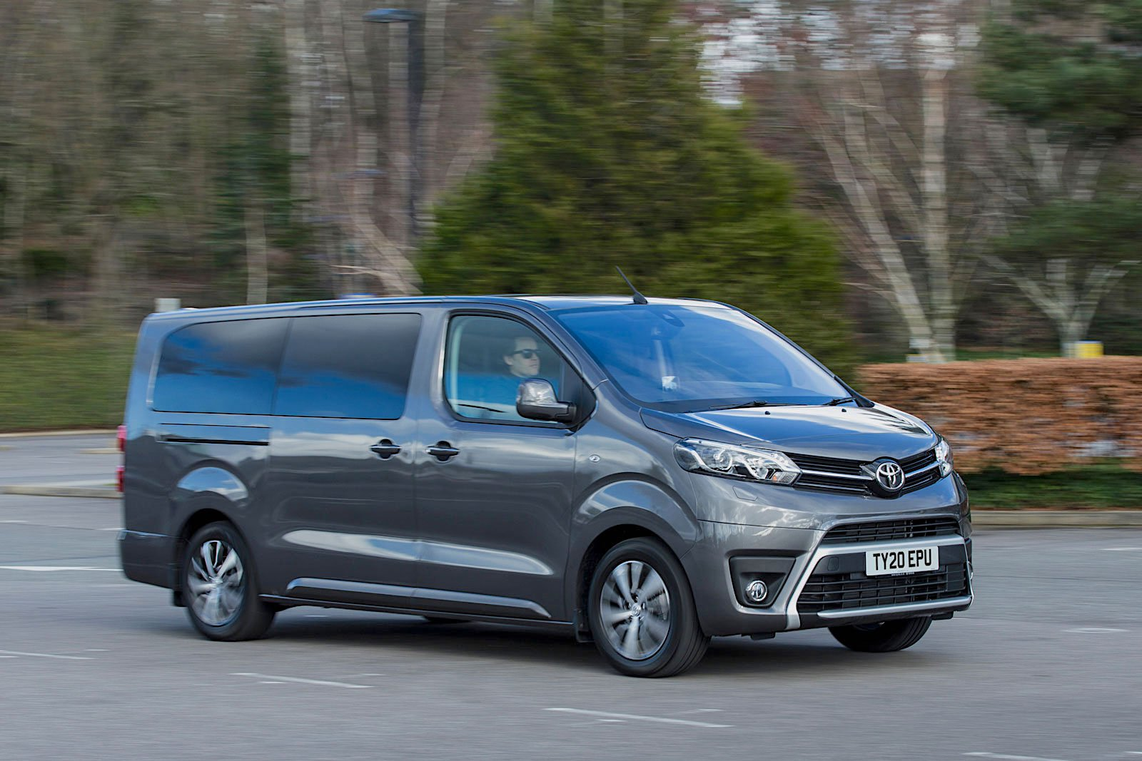 Toyota Proace Verso 2021 right tracking