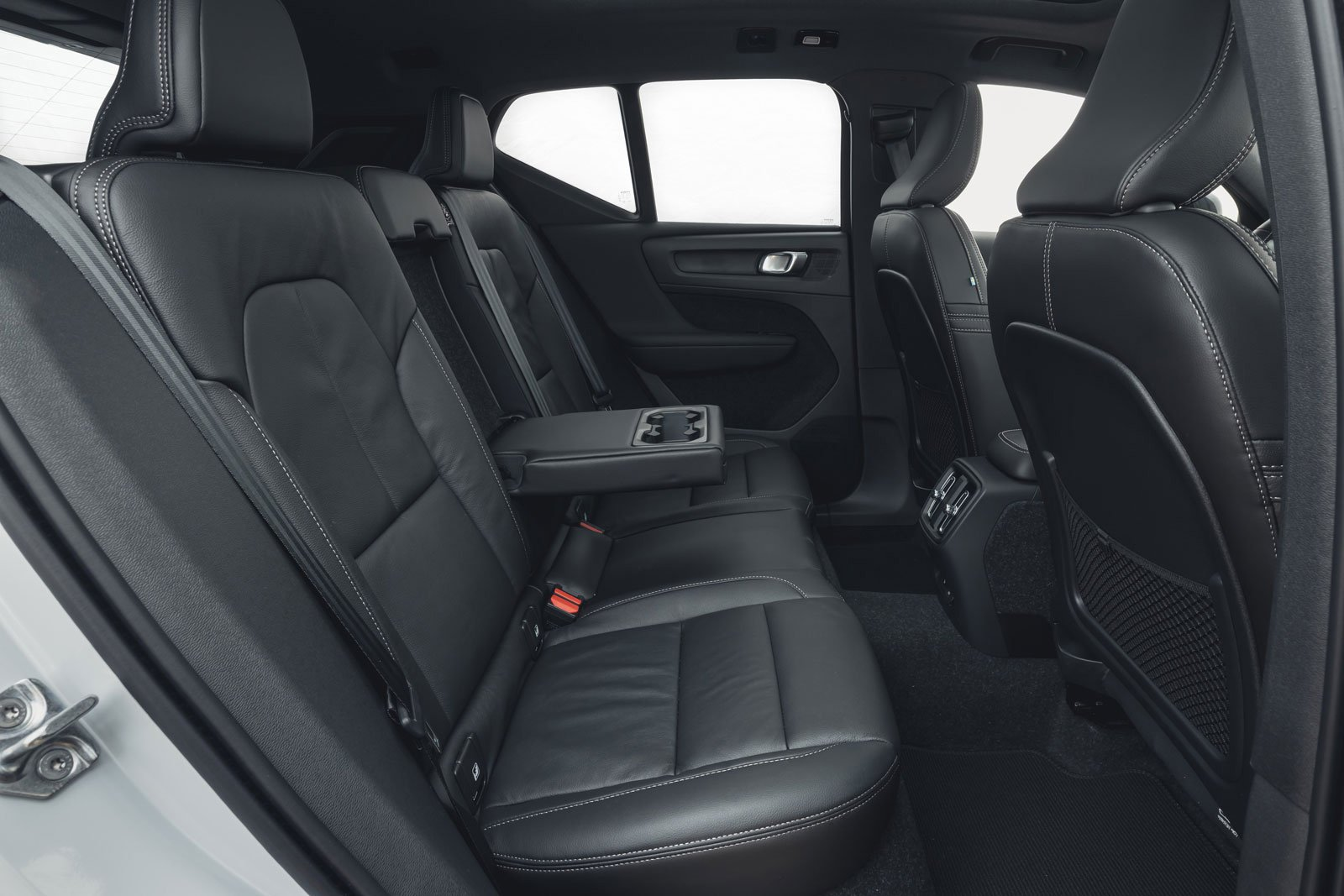 Volvo XC40 Recharge Pure Electric 2021 rear seats