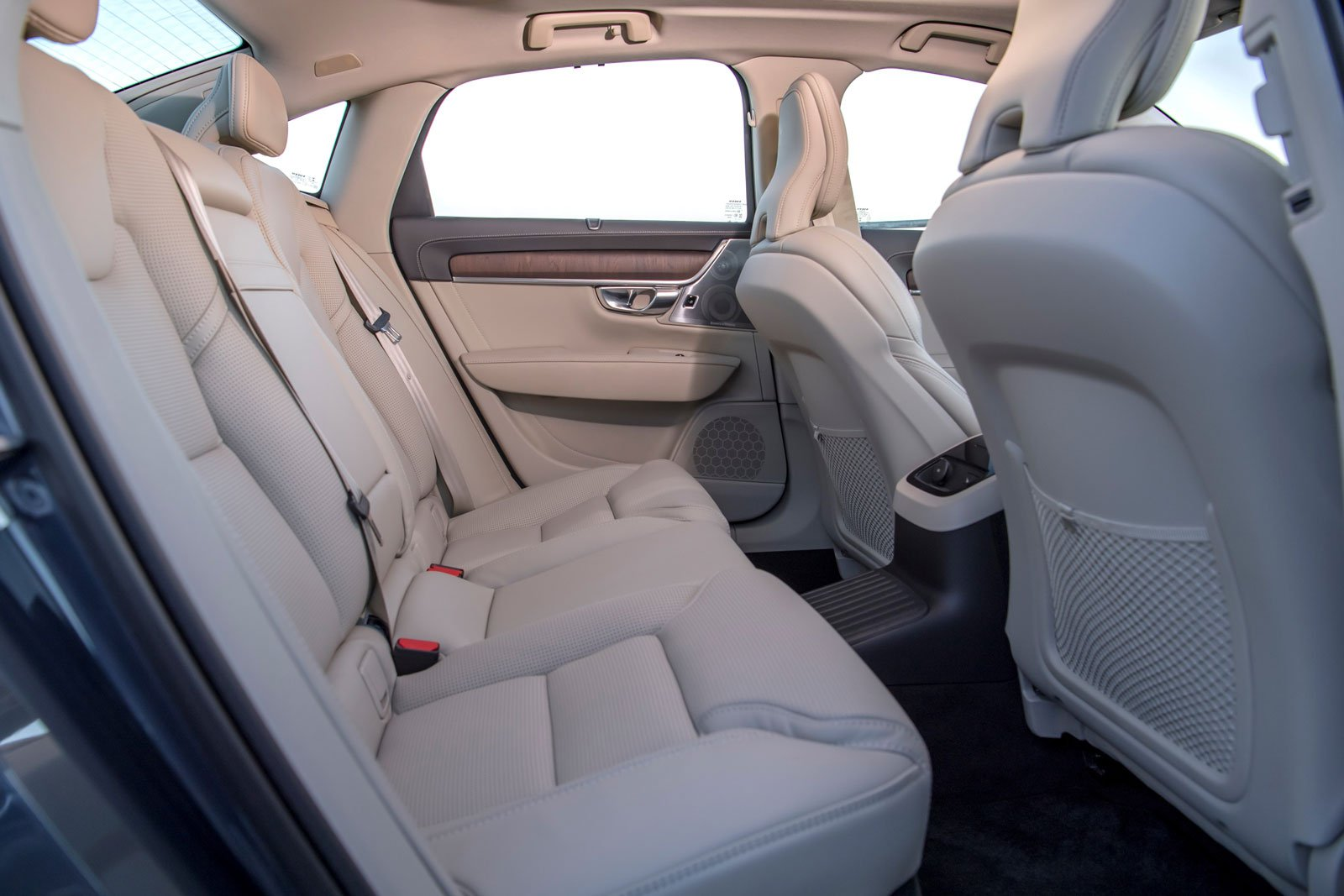 Volvo S90 2021 rear seats