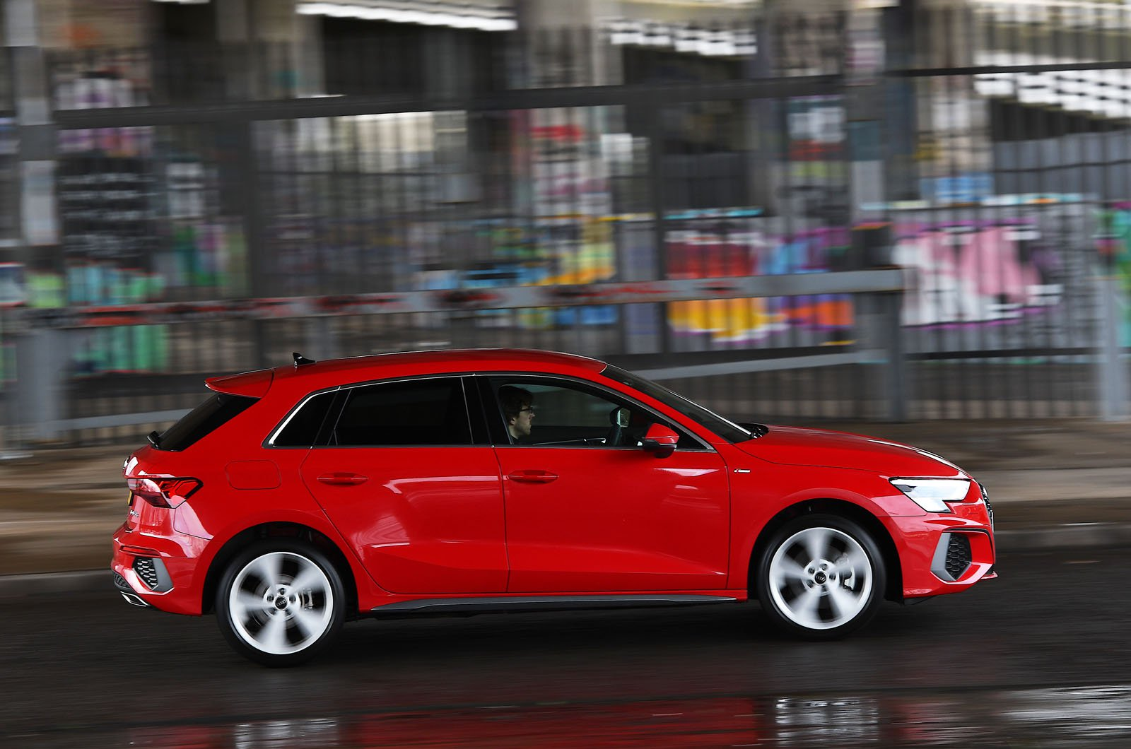 Audi A3 40 TFSIe side action