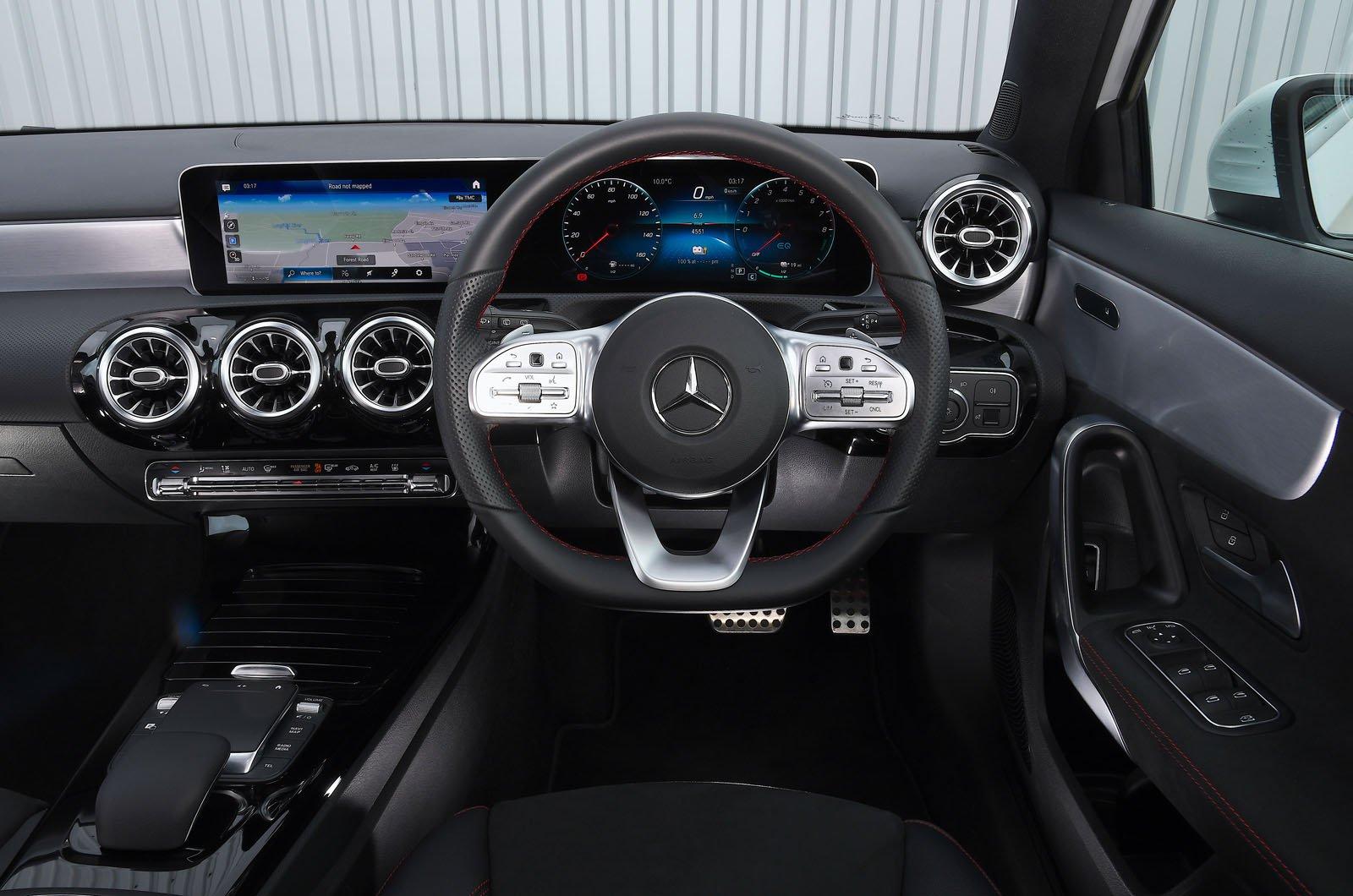 Mercedes A250e 2021 dashboard
