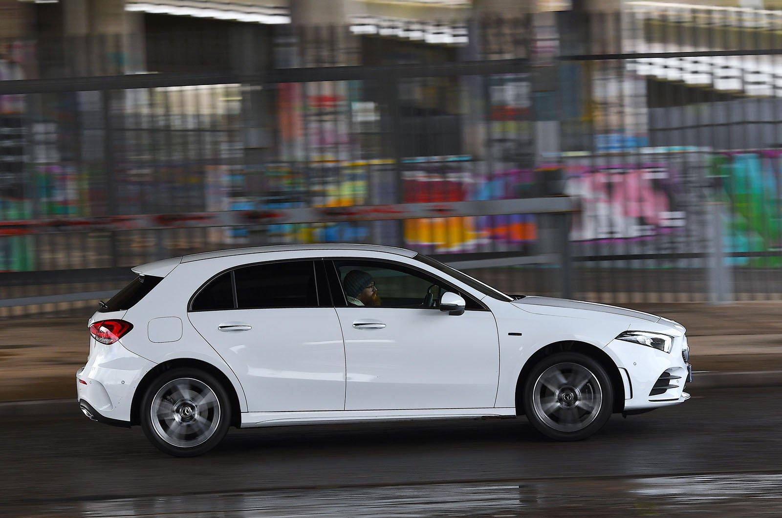 Mercedes A250e 2021 side action