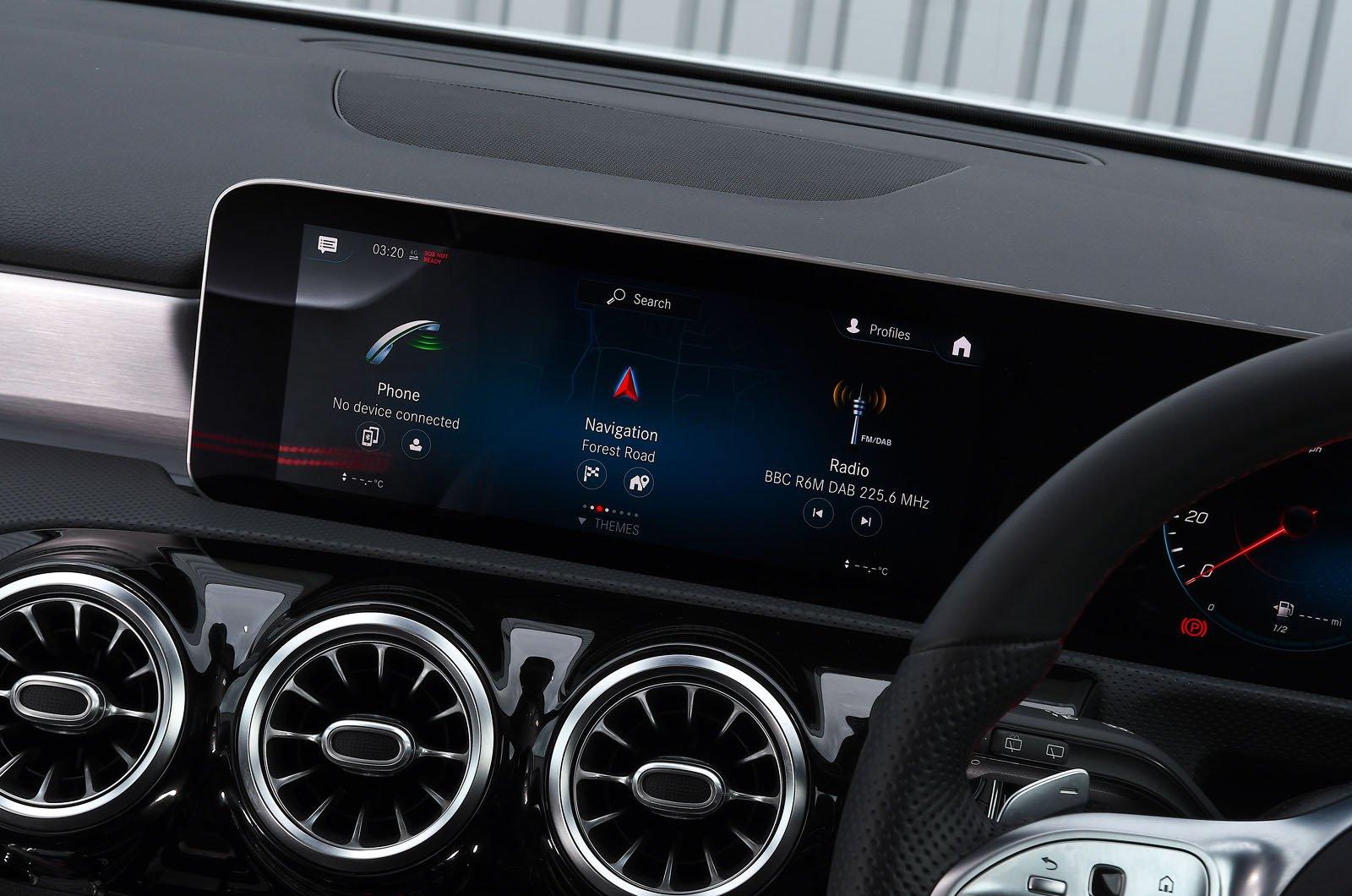 Mercedes A250e 2021 touchscreen