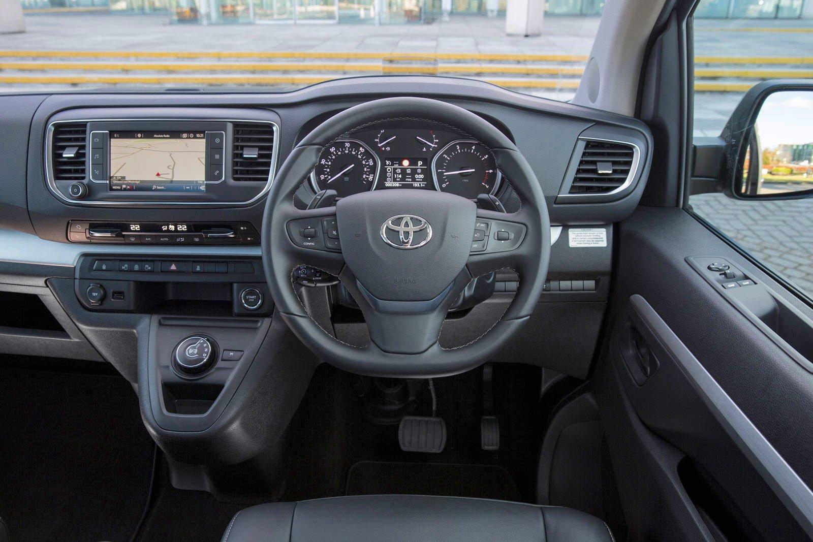 Toyota Proace Verso 2021 interior dashboard