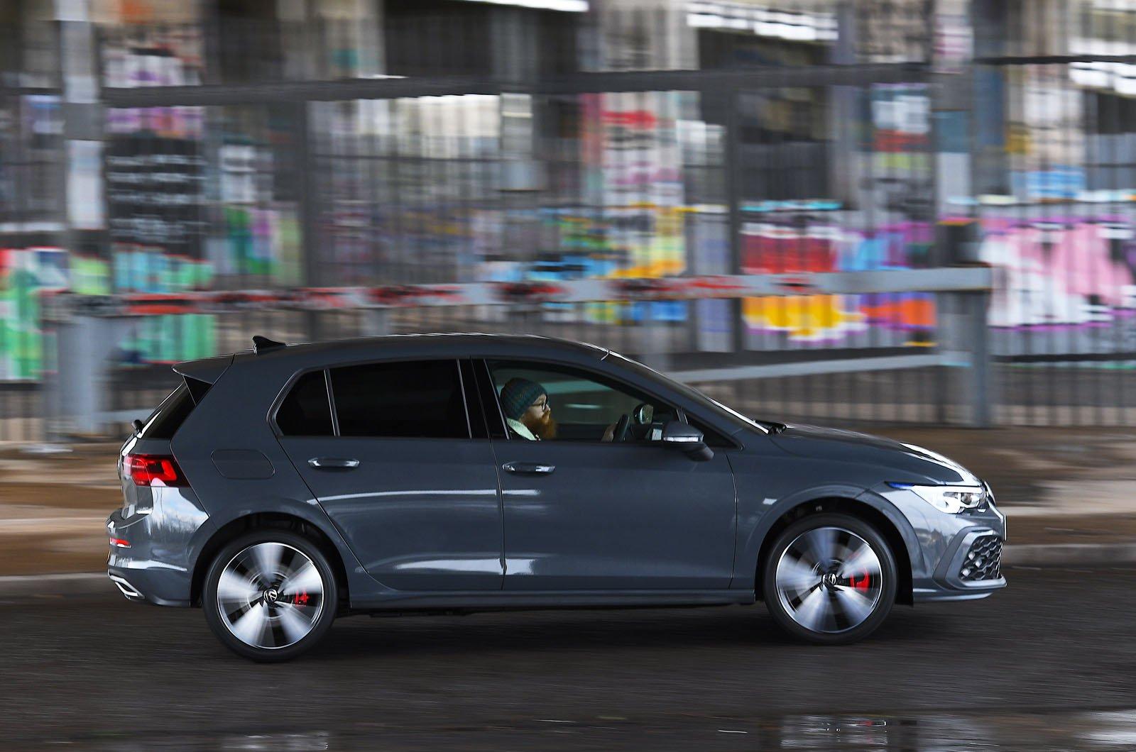 Volkswagen Golf GTE 2021 side action