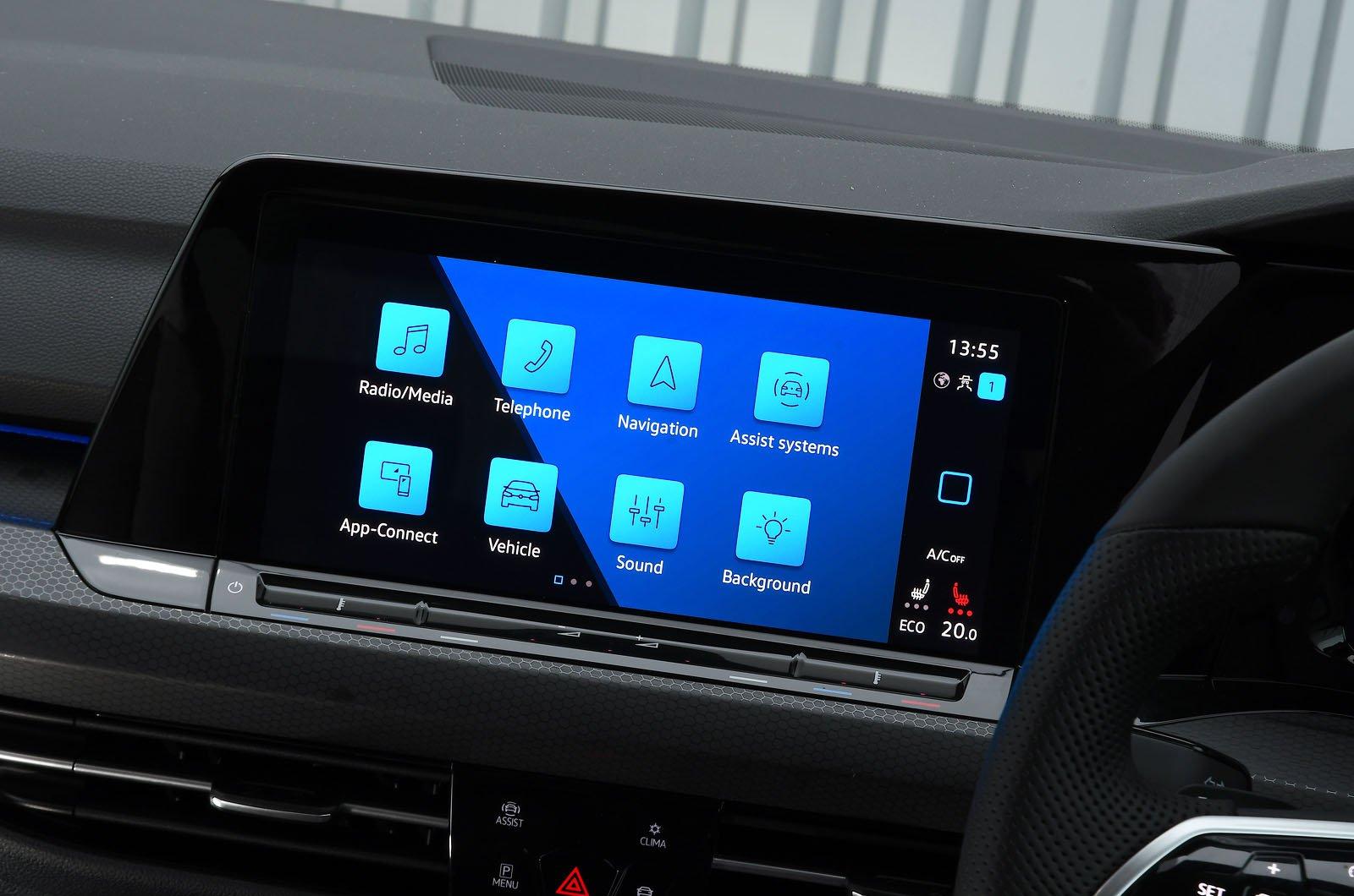 Volkswagen Golf GTE 2021 touchscreen