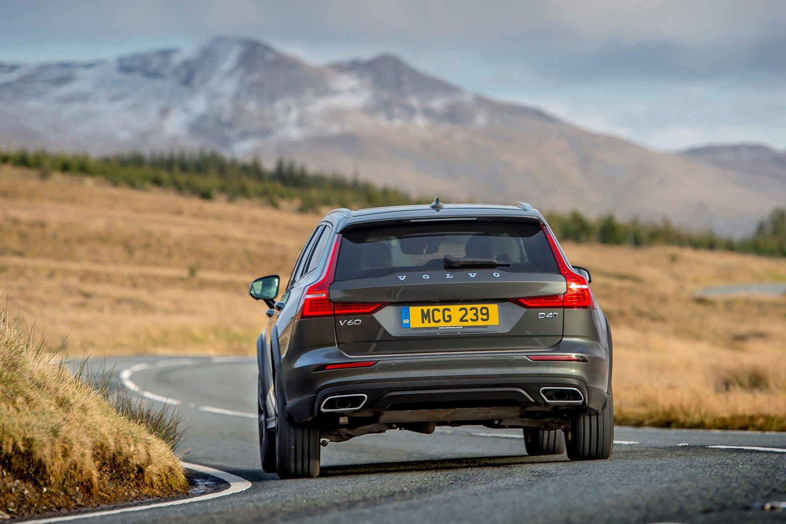 Volvo V60 Cross Country 2021 rear cornering