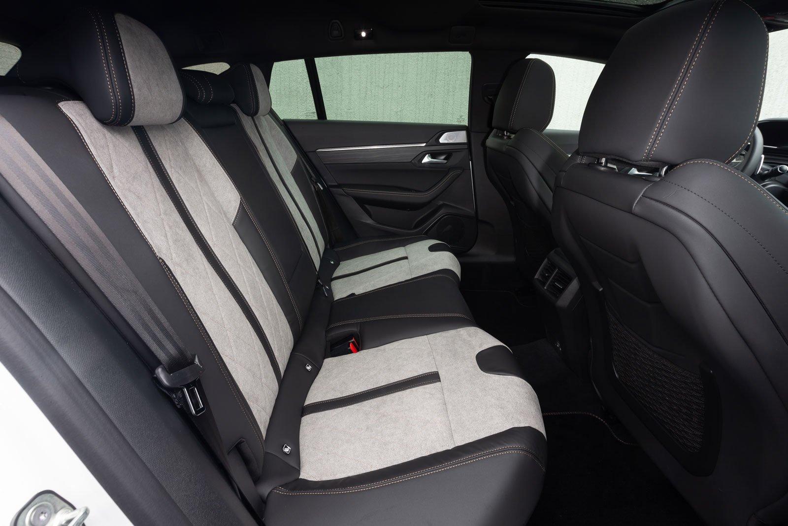 Peugeot 508 SW 2021 interior rear seats