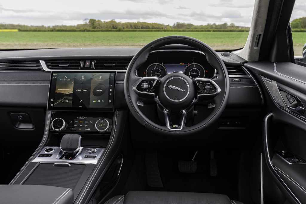 Jaguar F-Pace 2021 interior dashboard