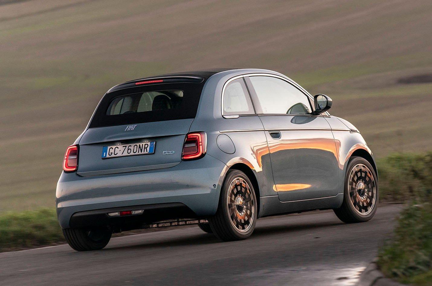 Fiat 500 Cabrio 2021 rear