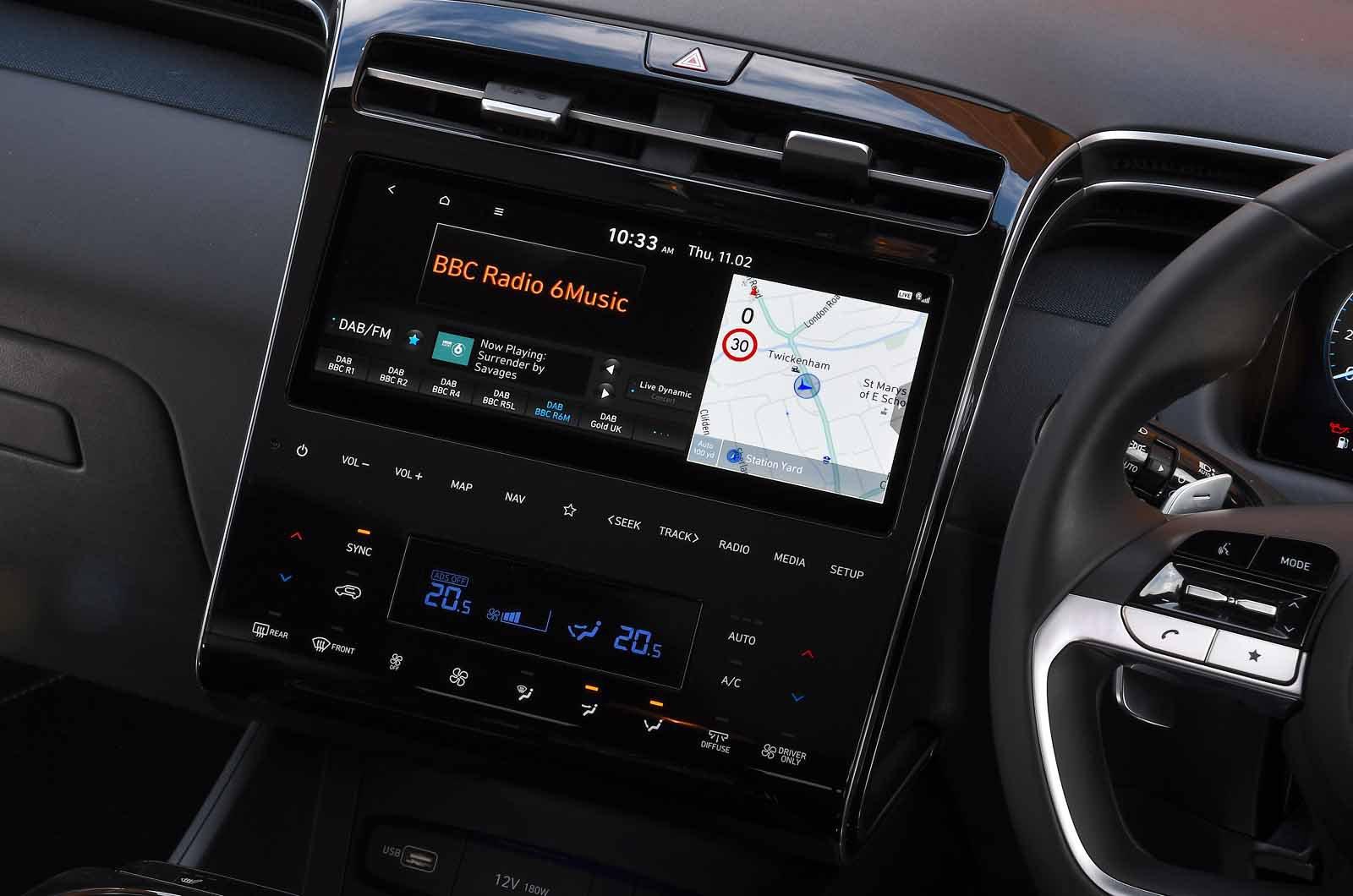 Hyundai Tucson Hybrid 2021 touchscreen
