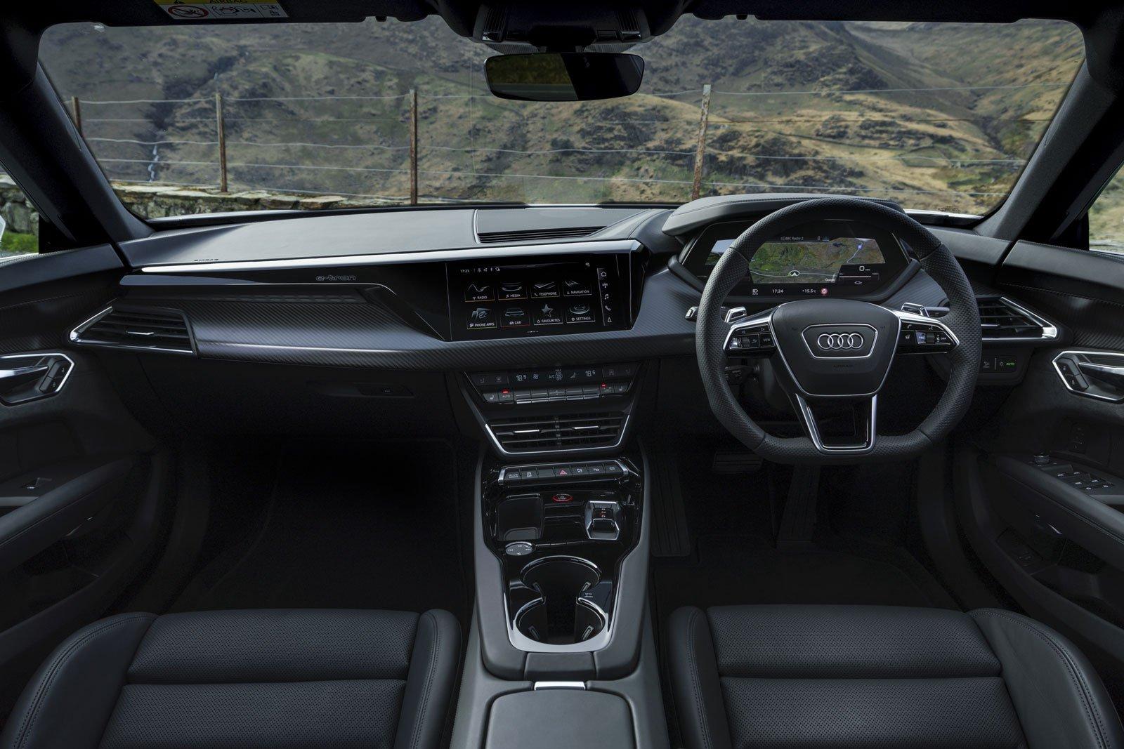 Audi e-tron GT 2021 interior dashboard