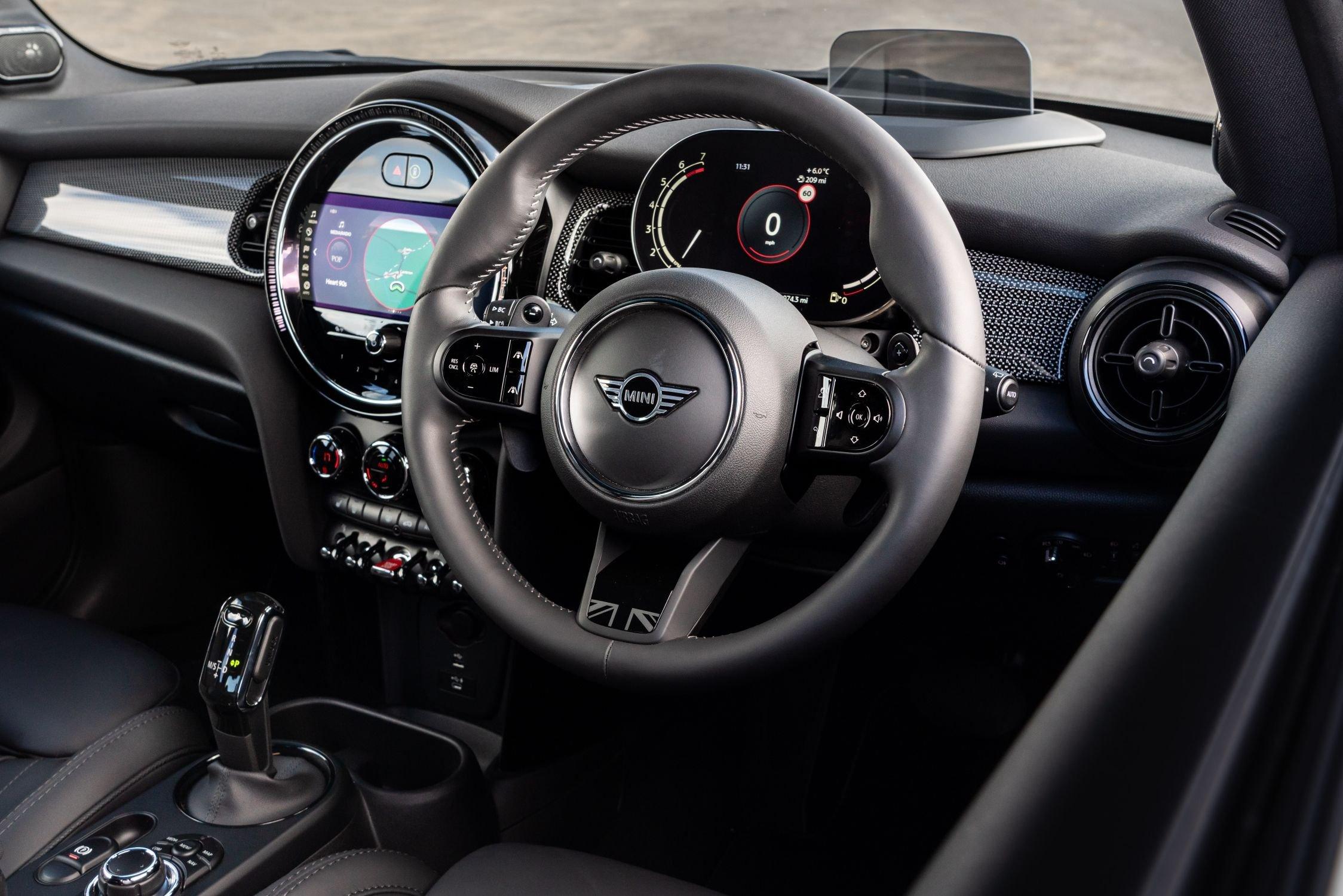 Mini 3-door hatchback 2021 interior dashboard