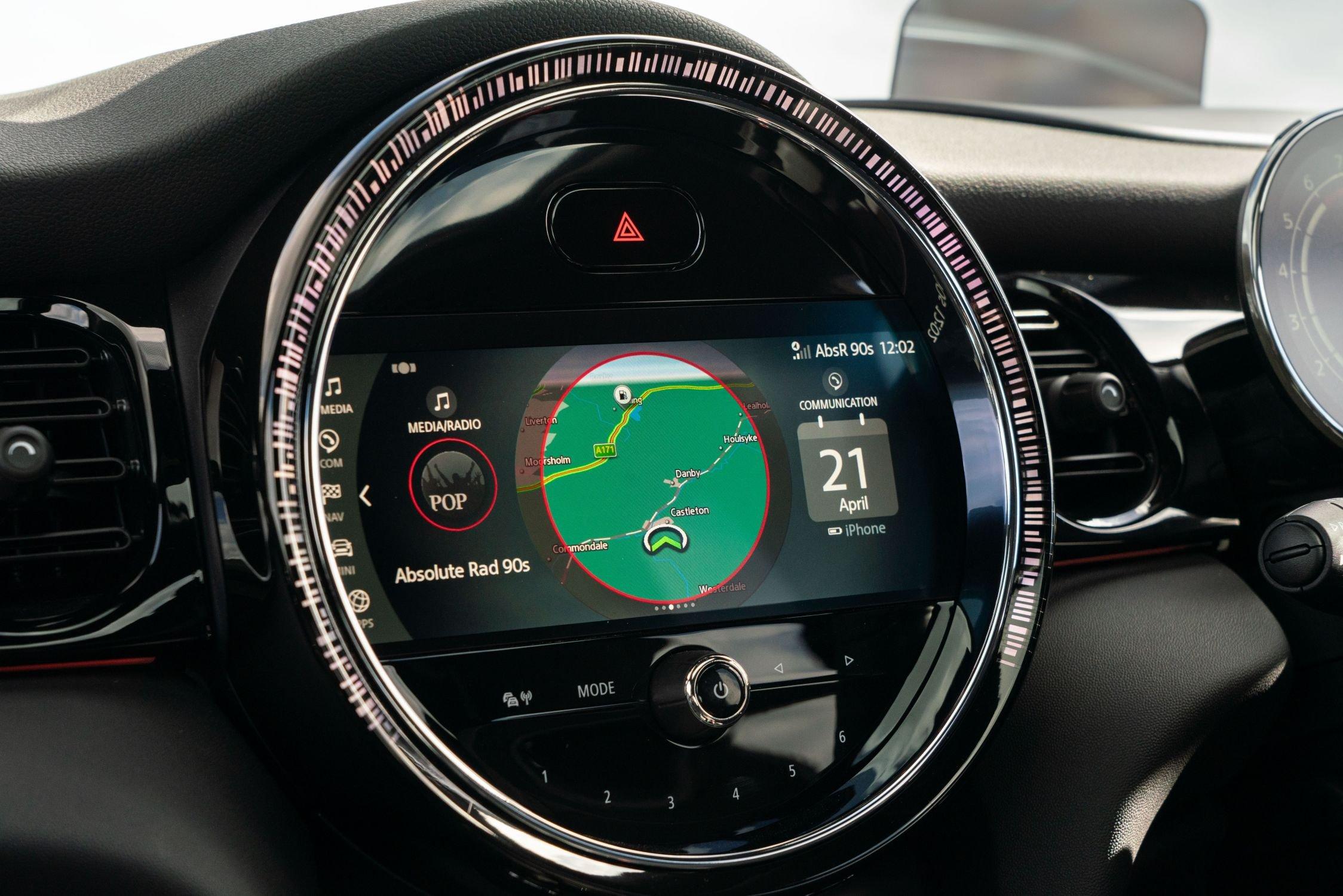 Mini 5-door hatchback 2021 interior infotainment