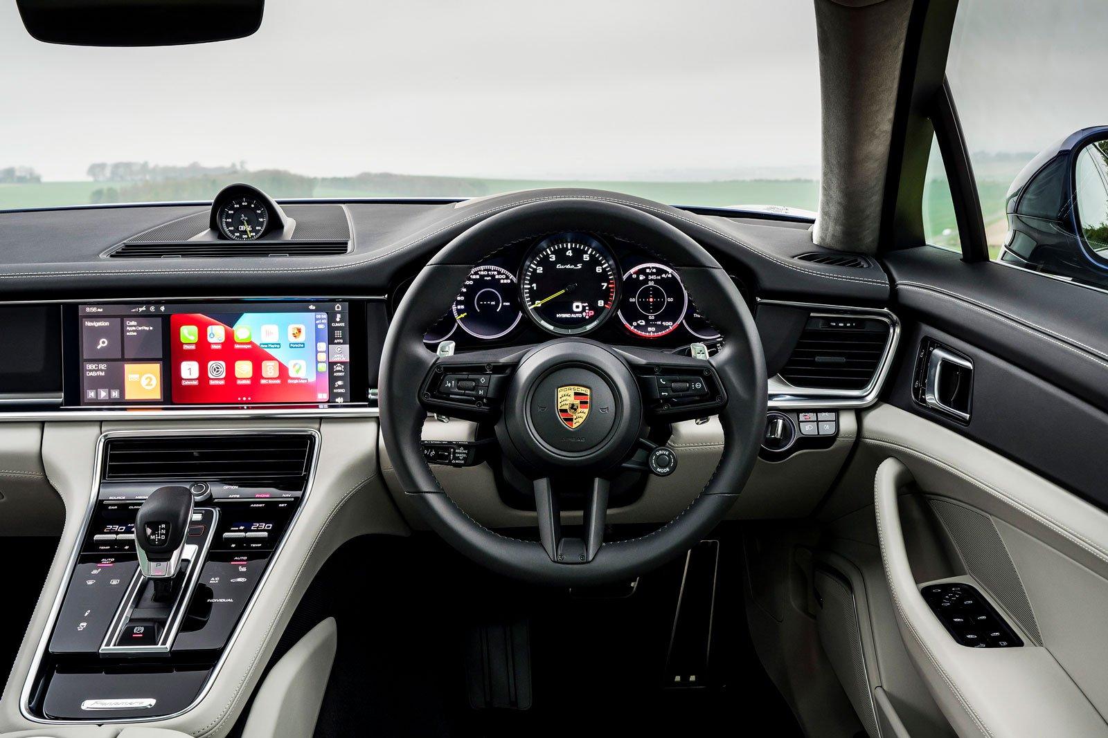 Porsche Panamera Sport Turismo 2021 interior dashboard