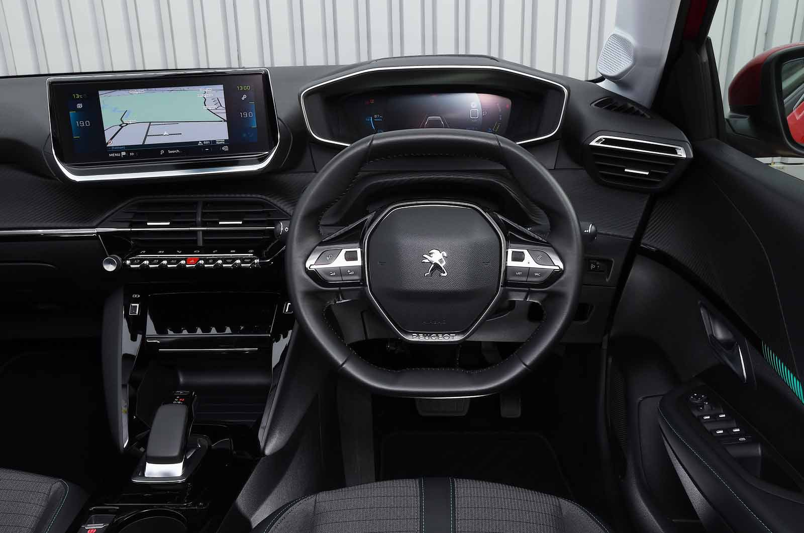 Peugeot e-208 2021 dashboard
