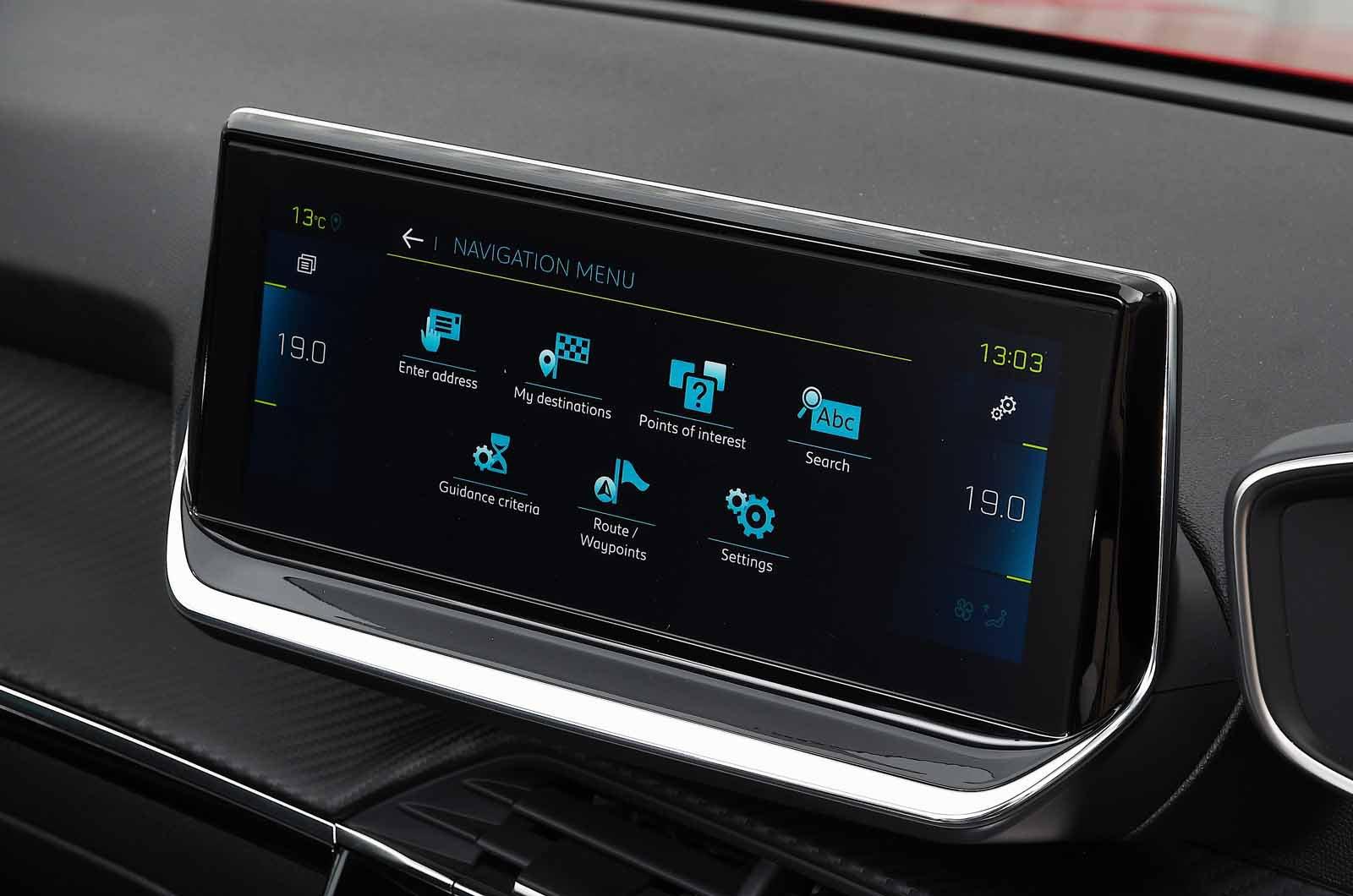 Peugeot e-208 2021 touchscreen