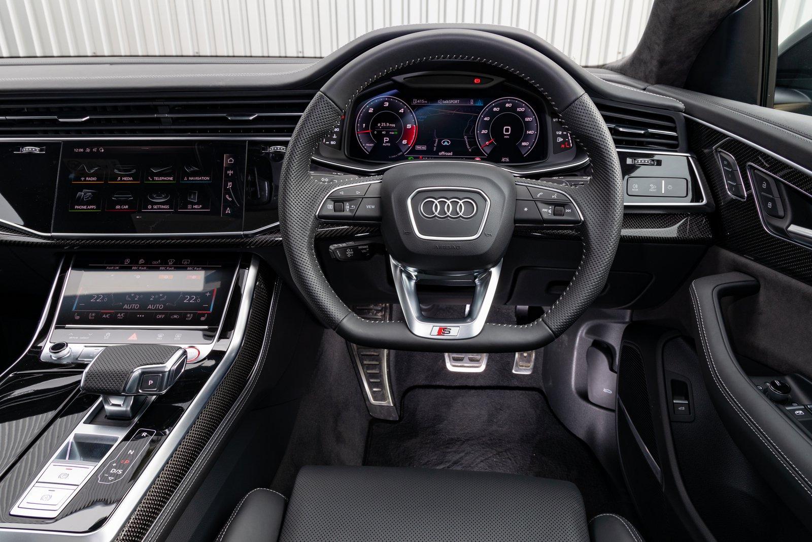 Audi SQ8 2021 interior dashboard