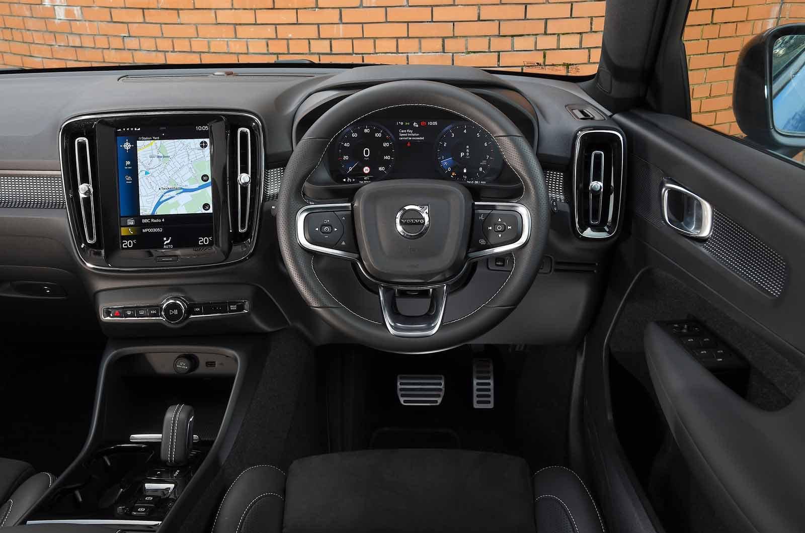 Volvo XC40 B4 2021 dashboard