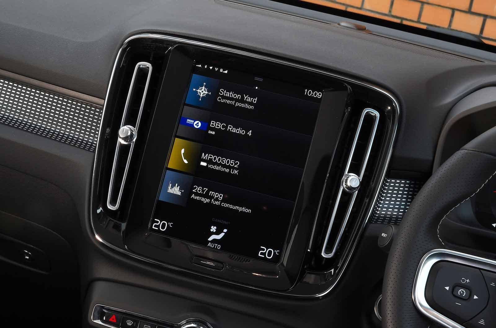 Volvo XC40 B4 2021 touchscreen