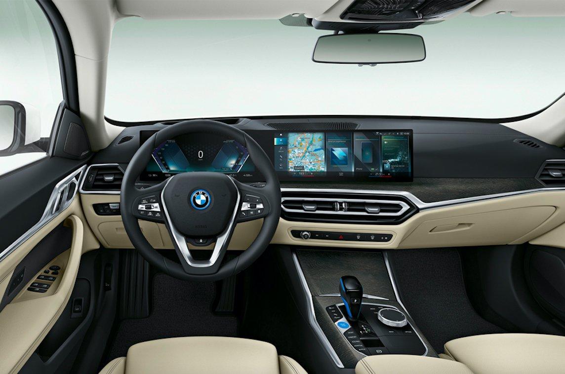 BMW i4 eDrive40 2022 dashboard