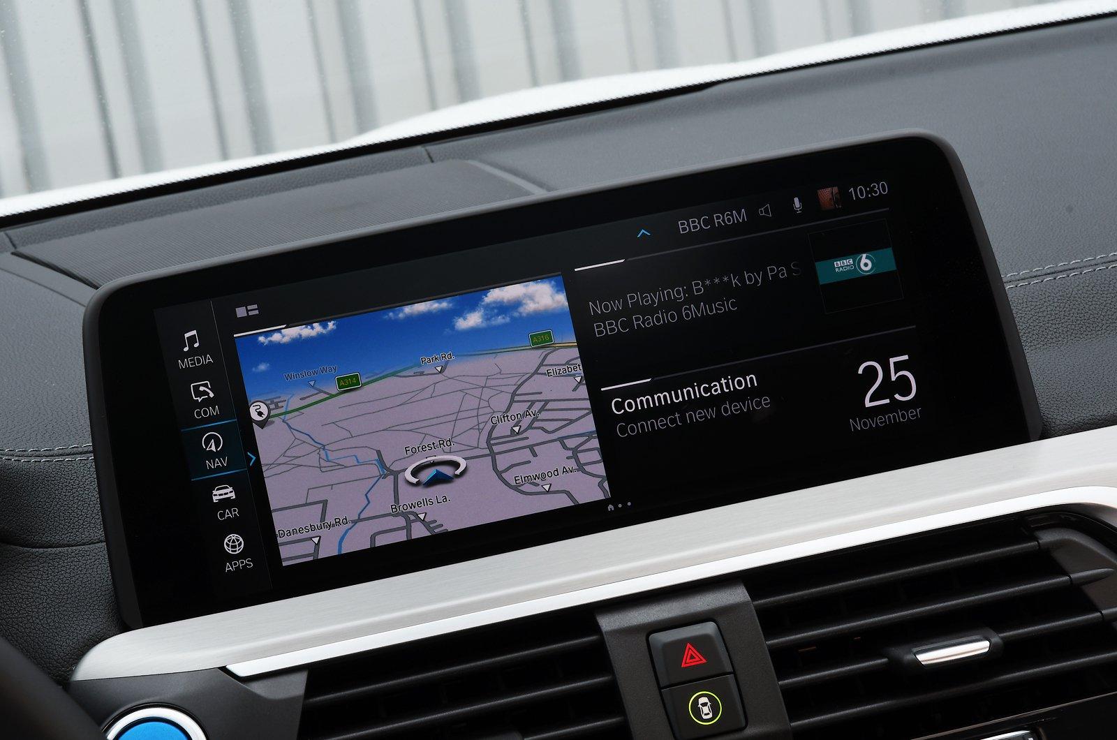 BMW iX3 2021 touchscreen
