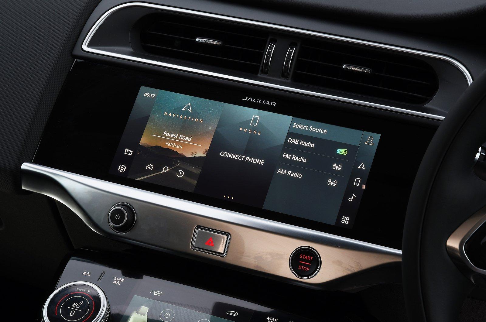 Jaguar I-Pace 2021 touchscreen