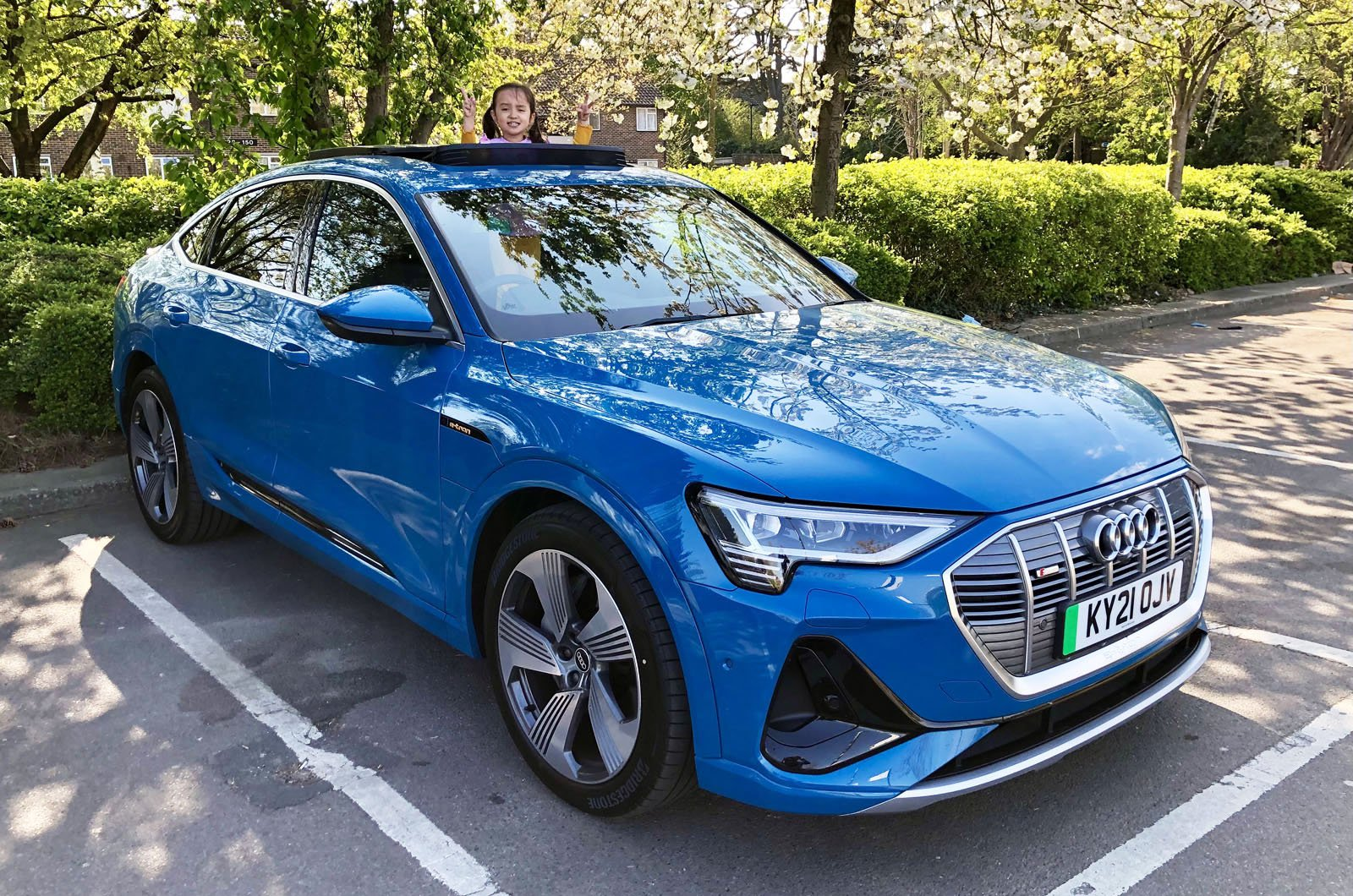LT Audi E-tron Sportback with panoramic sunroof open