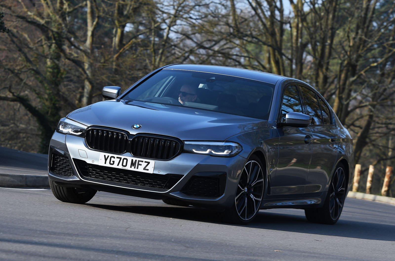 BMW 530e 2021 front