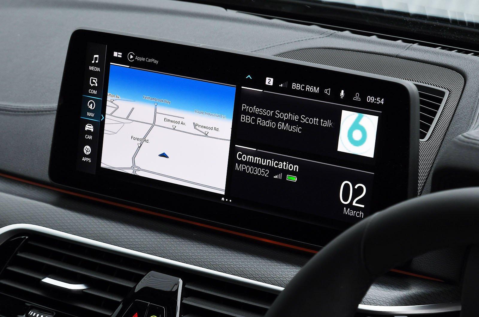 BMW 530e 2021 touchscreen