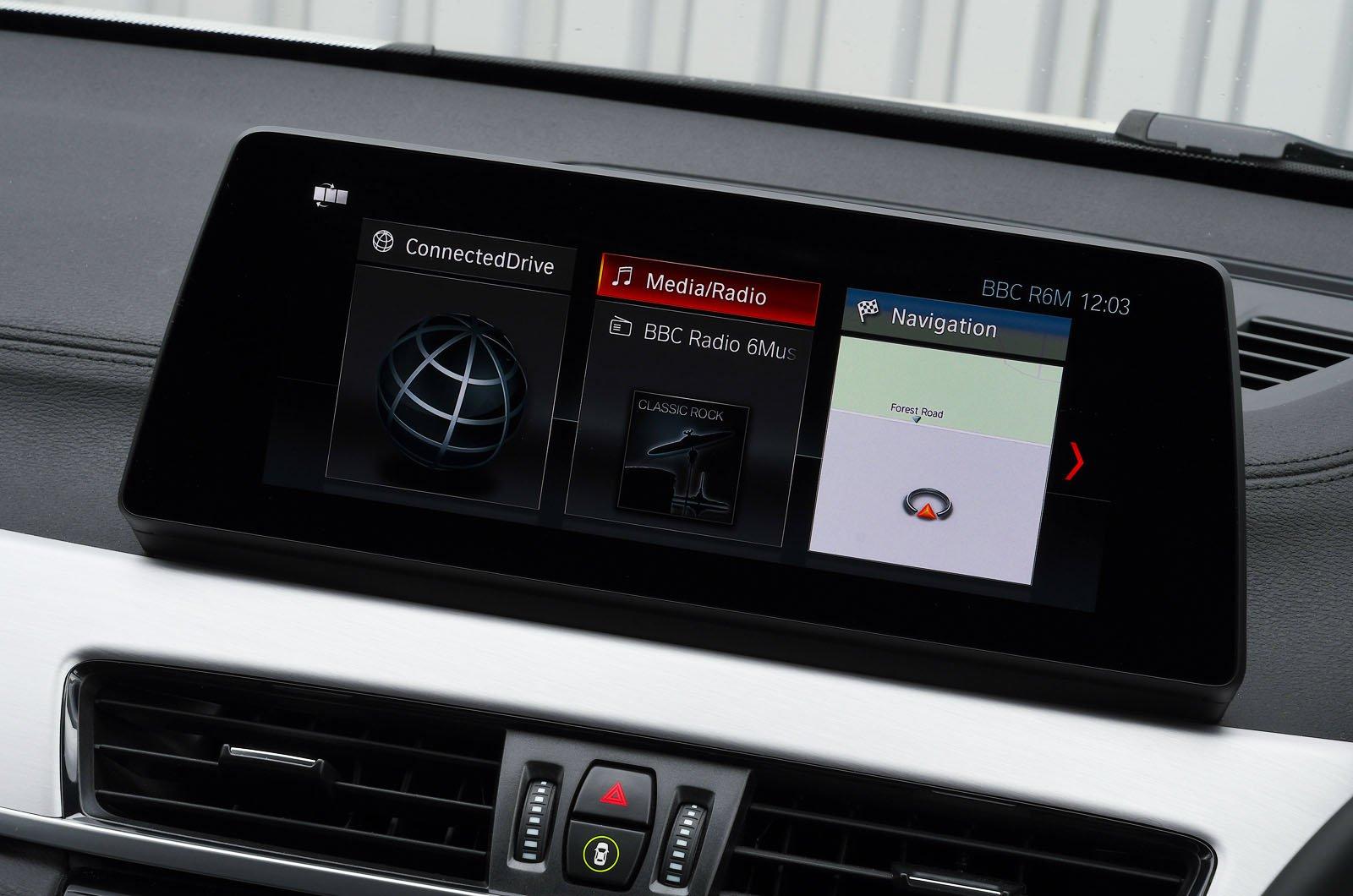BMW X1 xDrive25e 2021 touchscreen