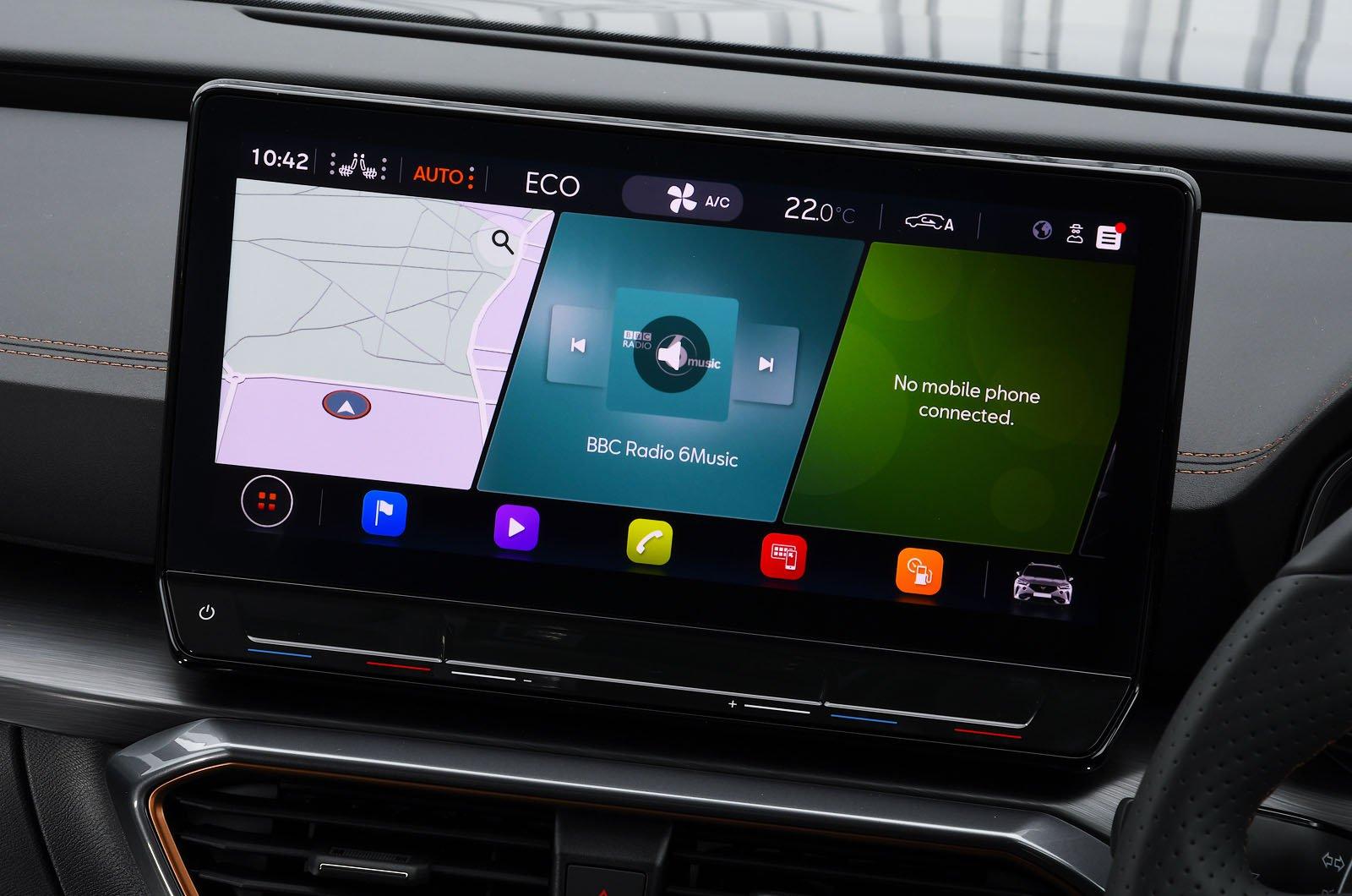 Cupra Formentor e-Hybrid 245 2021 touchscreen