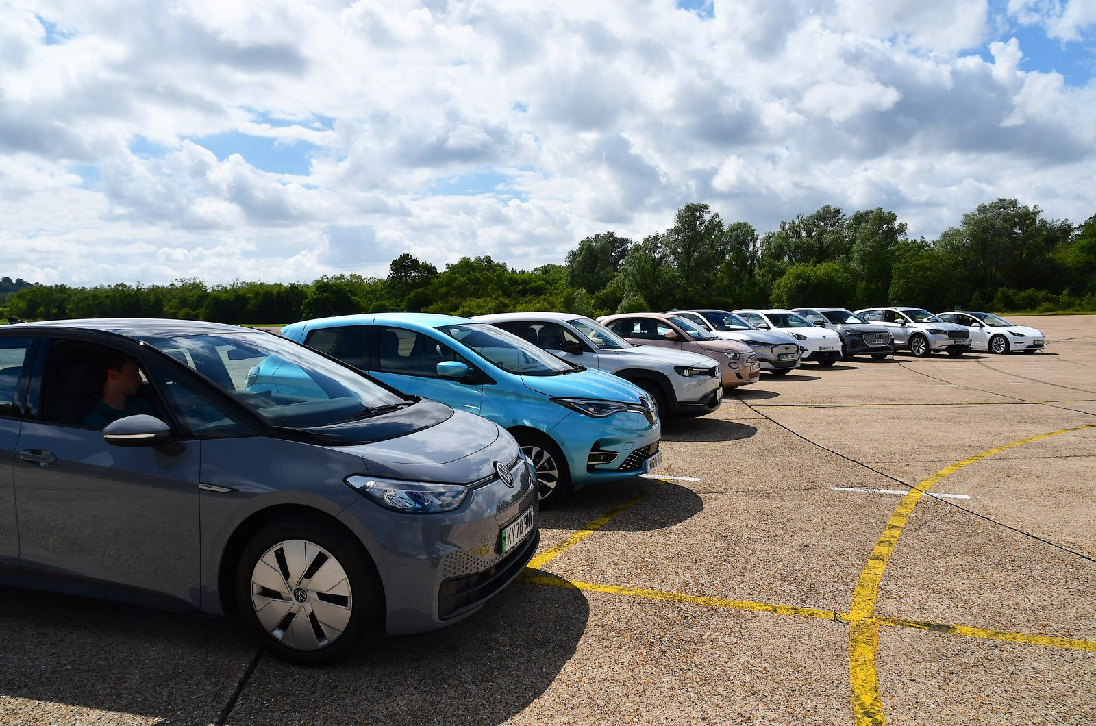 Electric car range test - cars in fan